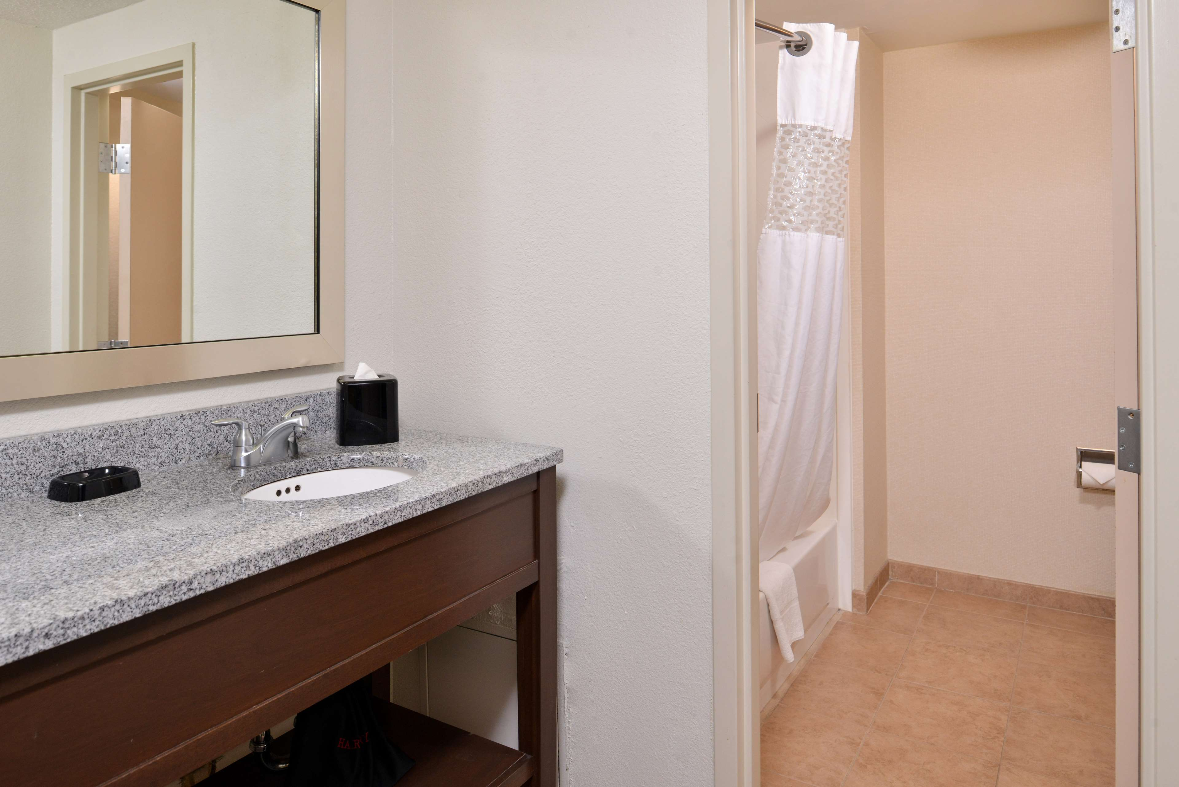 Hampton Inn & Suites Newport News (Oyster Point) image 28