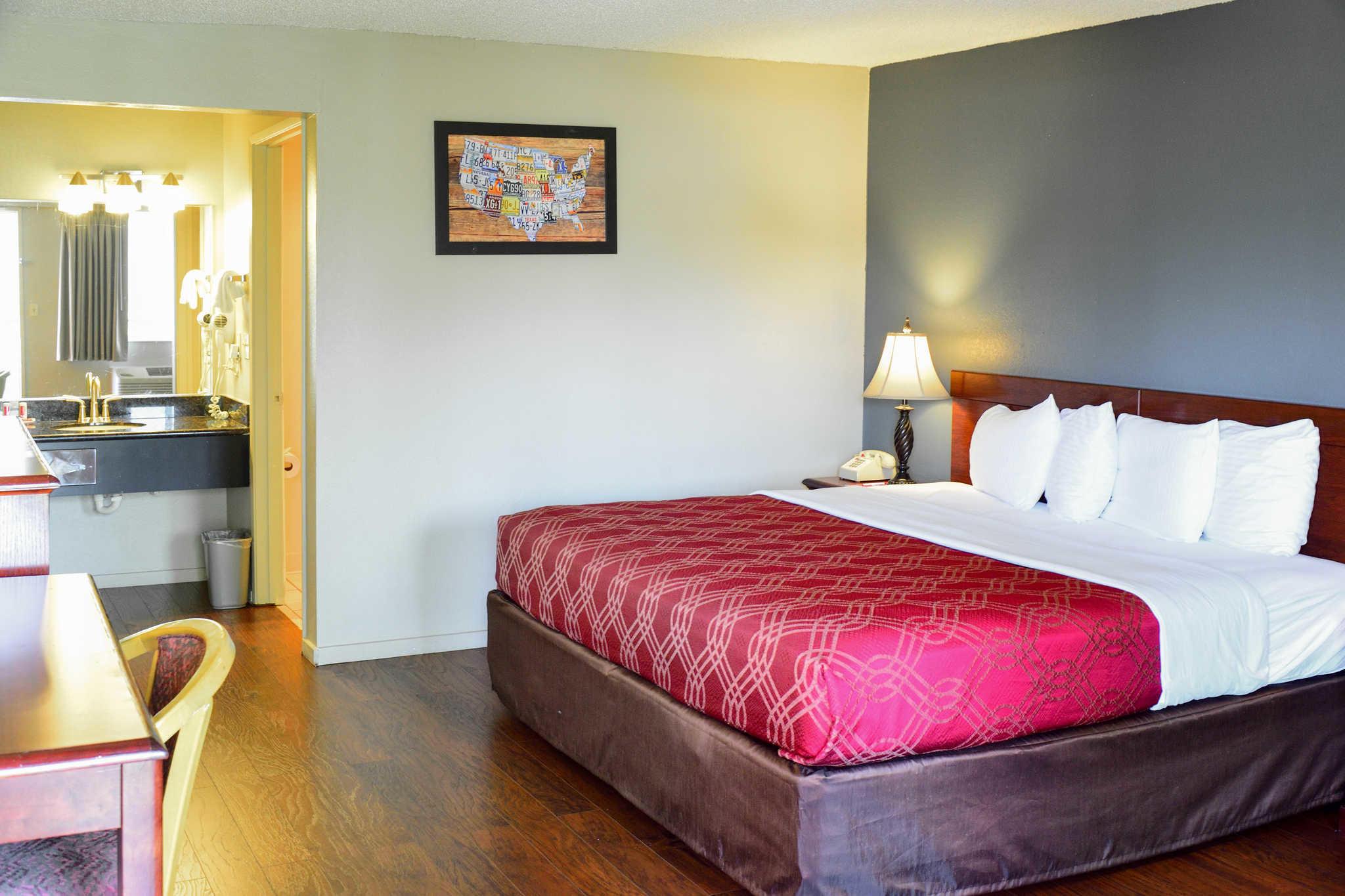 Econo Lodge Renton-Bellevue image 9