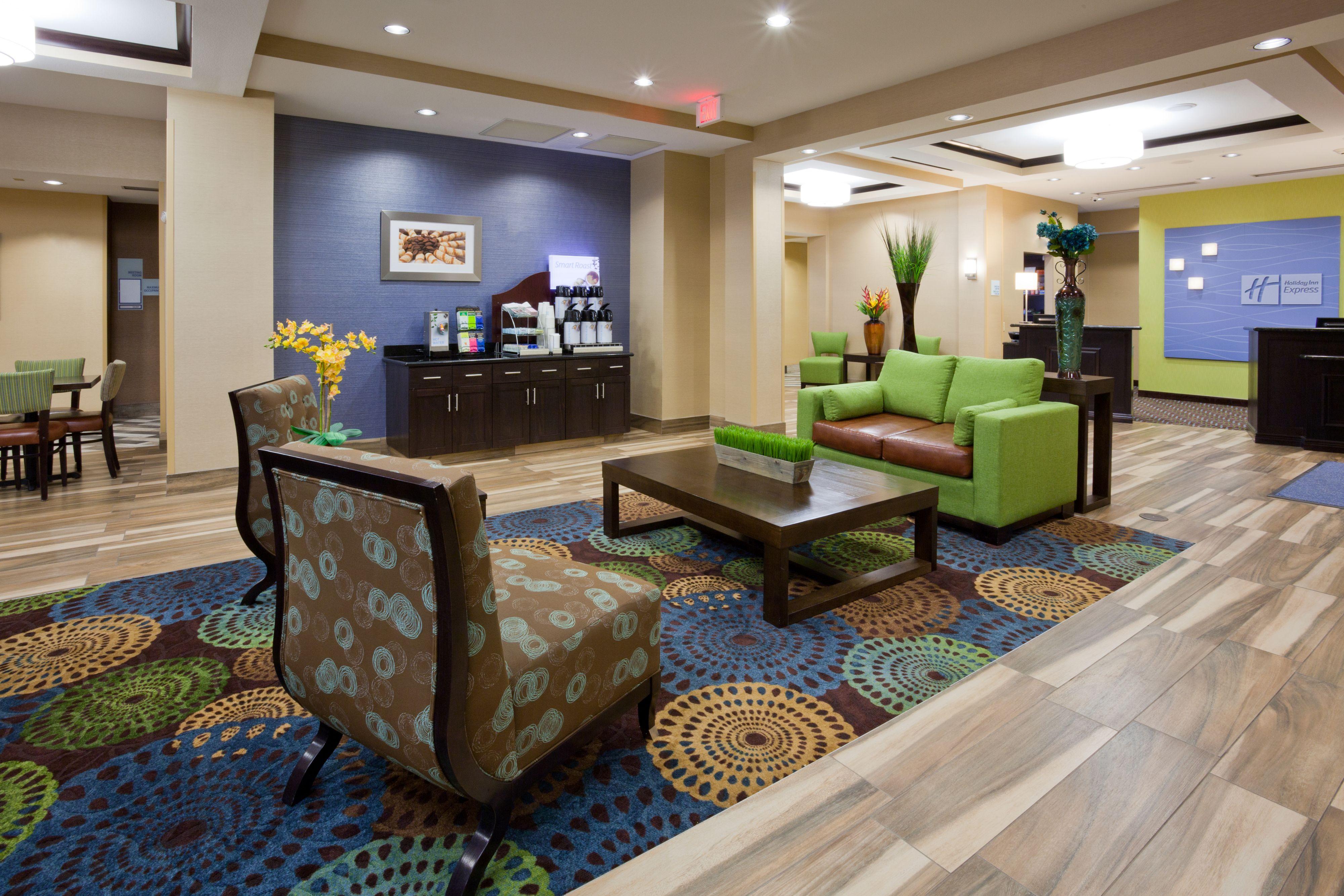 Holiday Inn Express & Suites Fort Dodge image 5