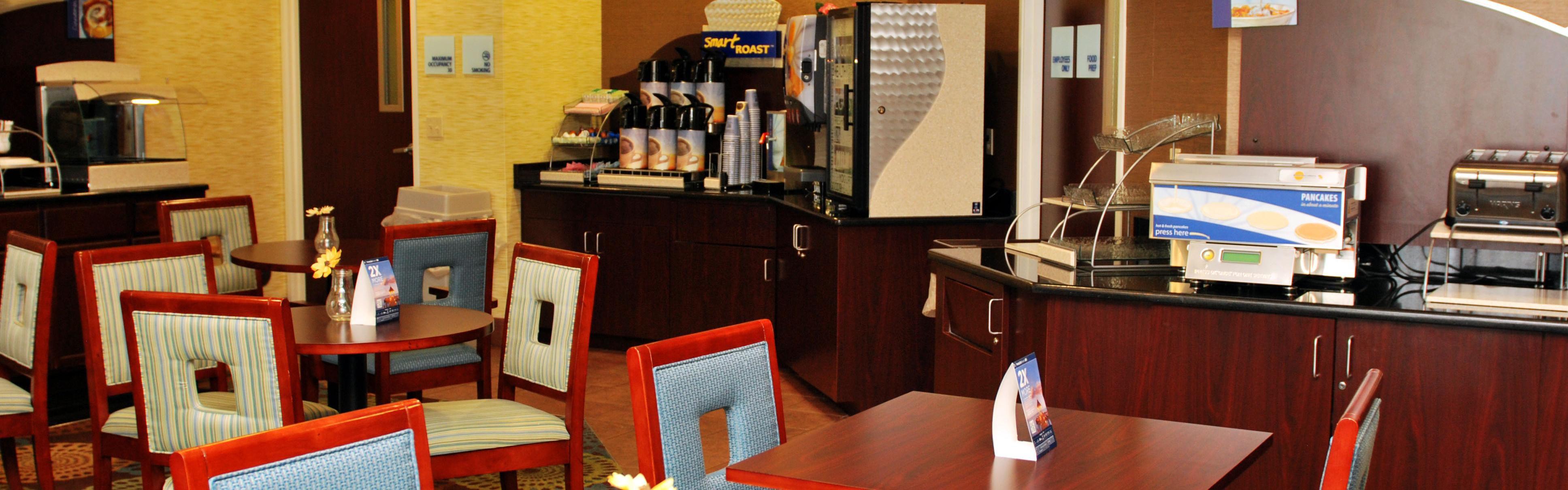 Holiday Inn Express Lapeer image 3