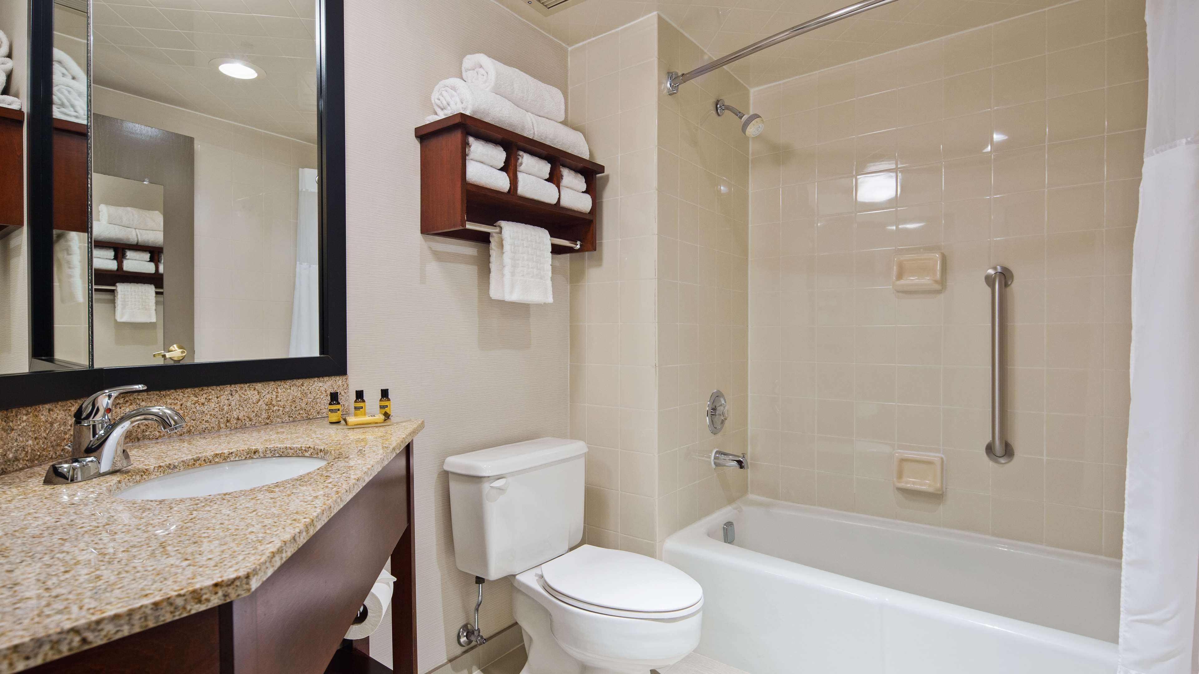 Best Western Plus Chicagoland - Countryside image 7