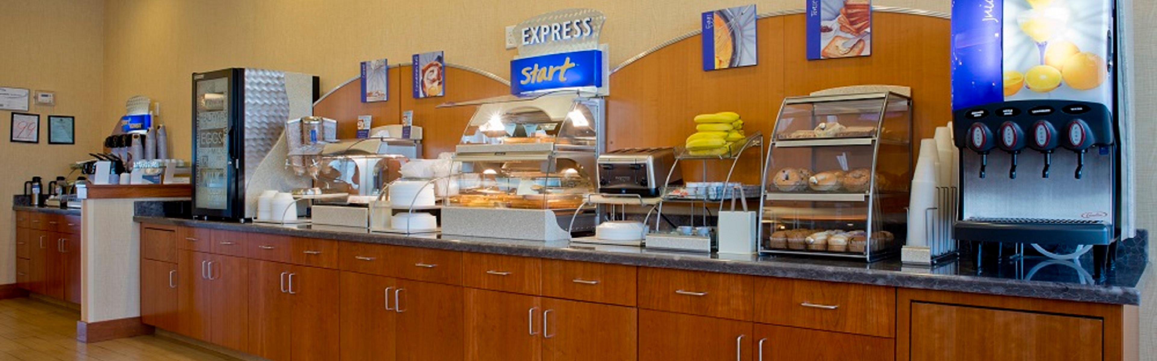Holiday Inn Express Prattville South image 3