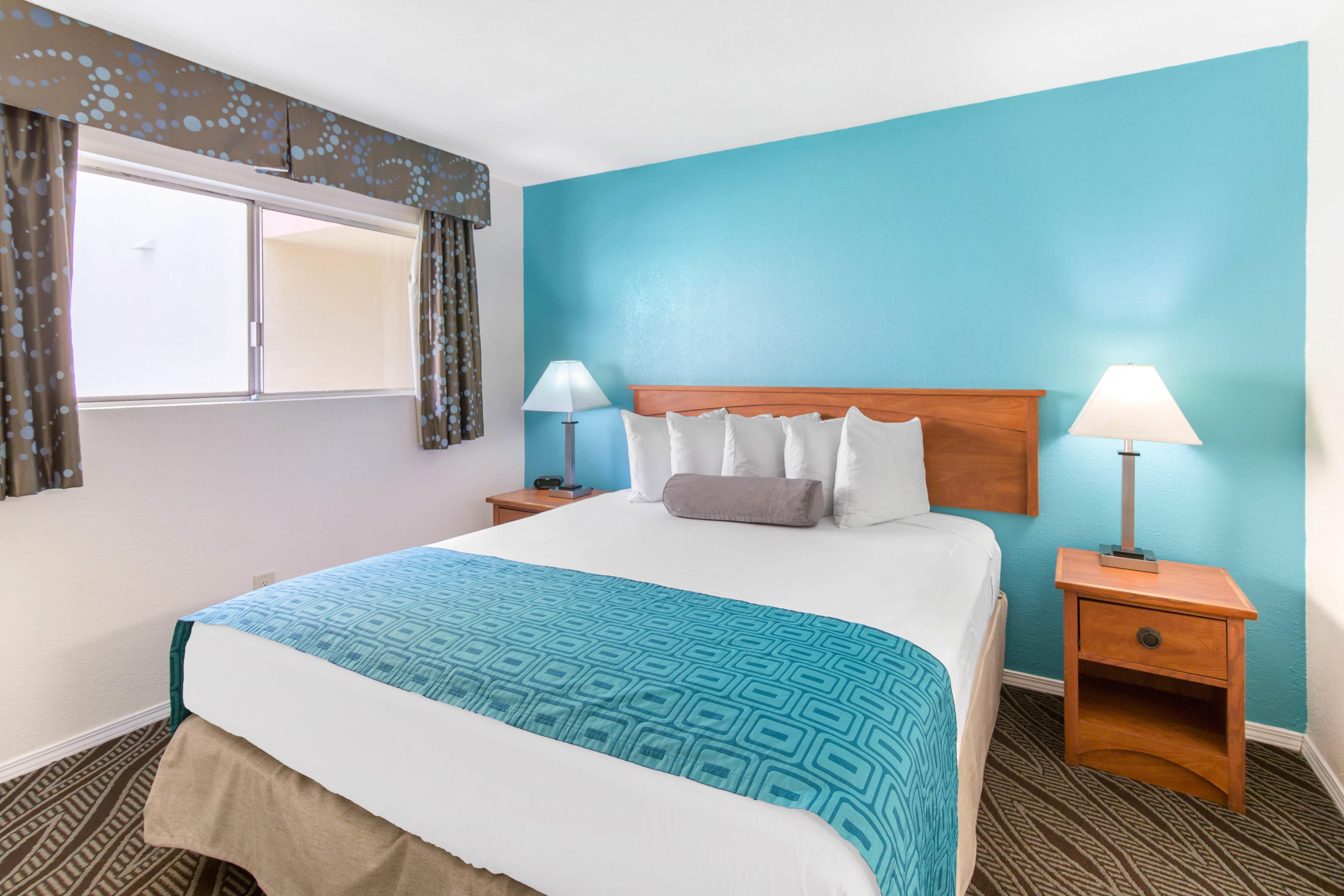Howard Johnson by Wyndham Chula Vista San Diego Suite Hotel image 7