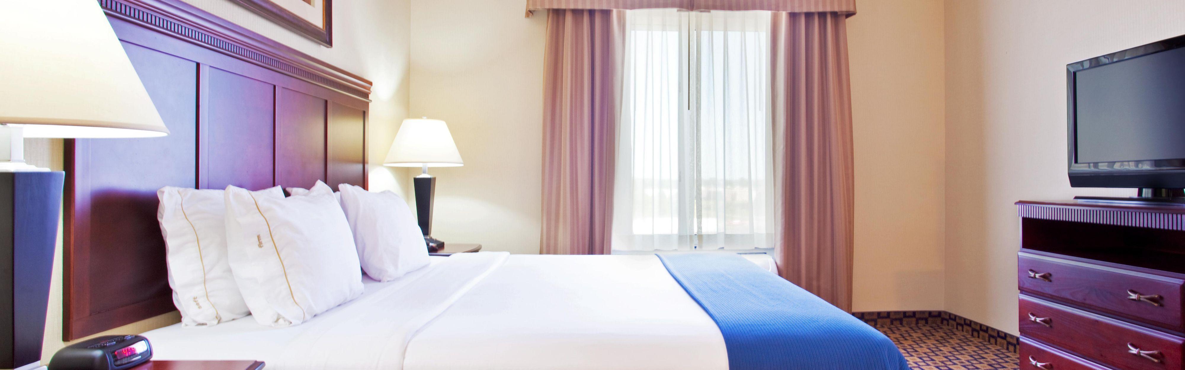 Holiday Inn Express & Suites Chicago North-Waukegan-Gurnee image 1