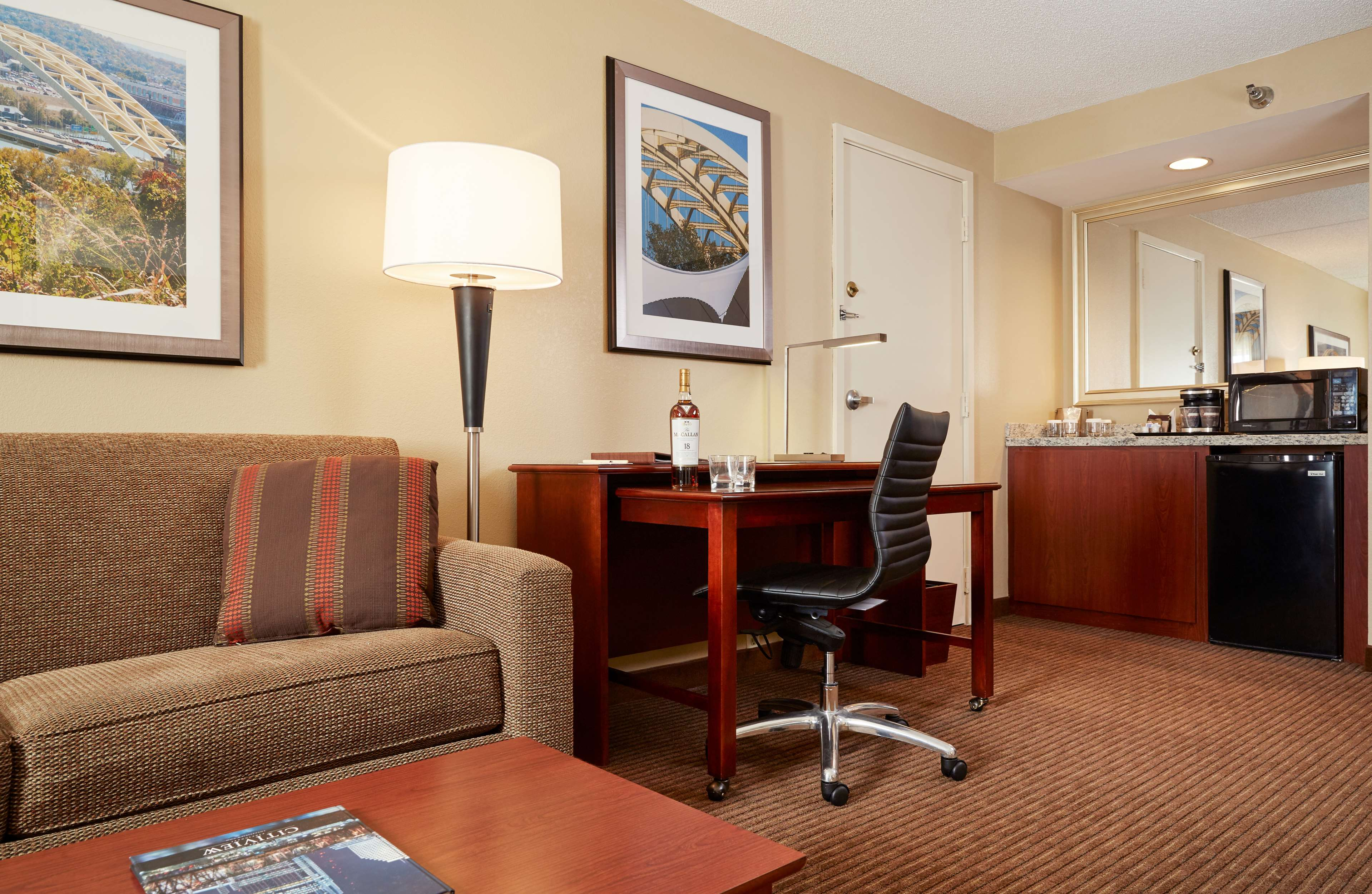 DoubleTree Suites by Hilton Hotel Cincinnati - Blue Ash image 8