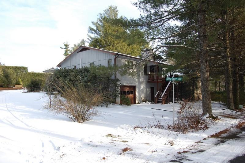 2 bedrooms/ 2 baths - 5 minute walk to lake.  Call us for details at 800-521-3712
