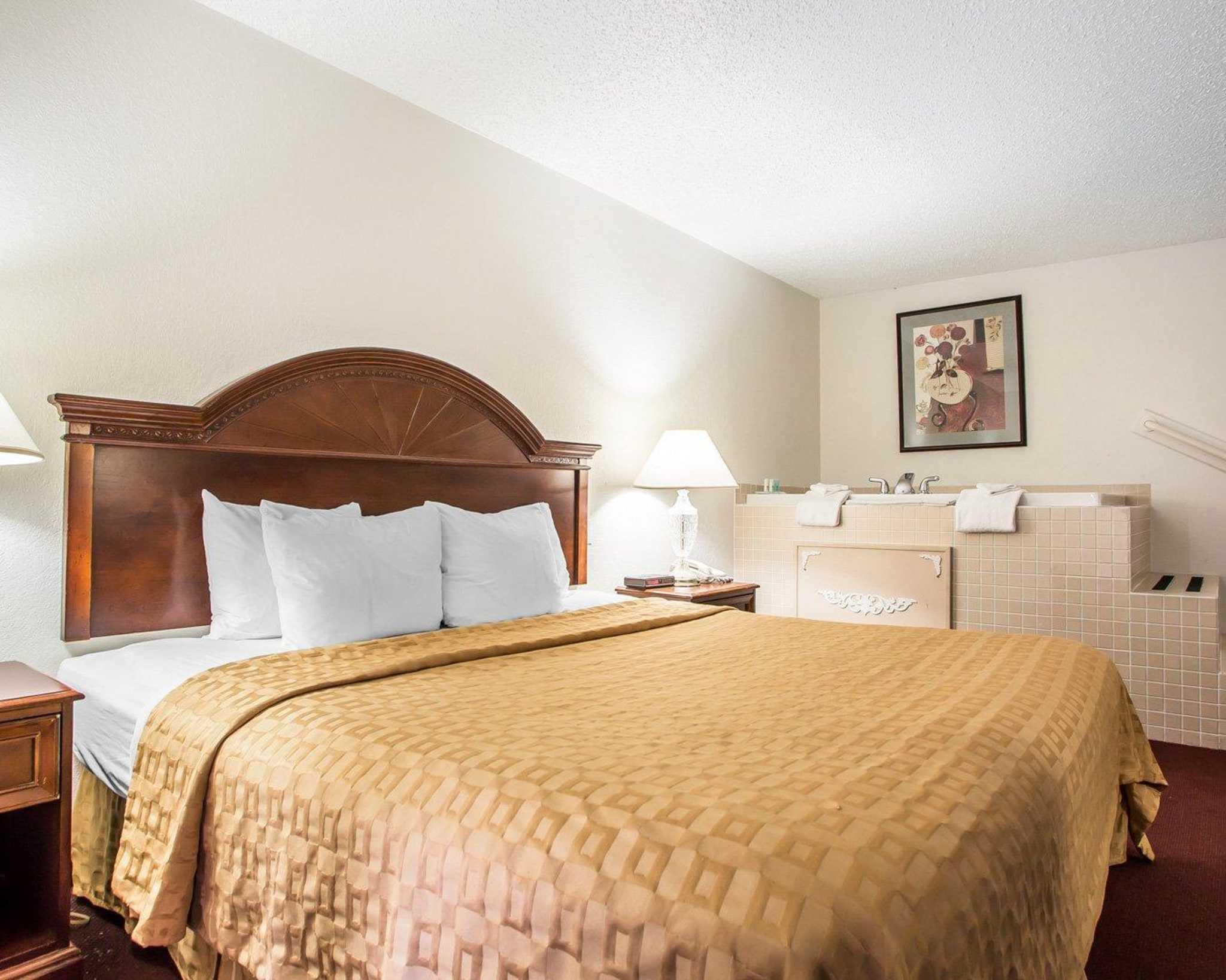 Clarion Hotel Highlander Conference Center image 22