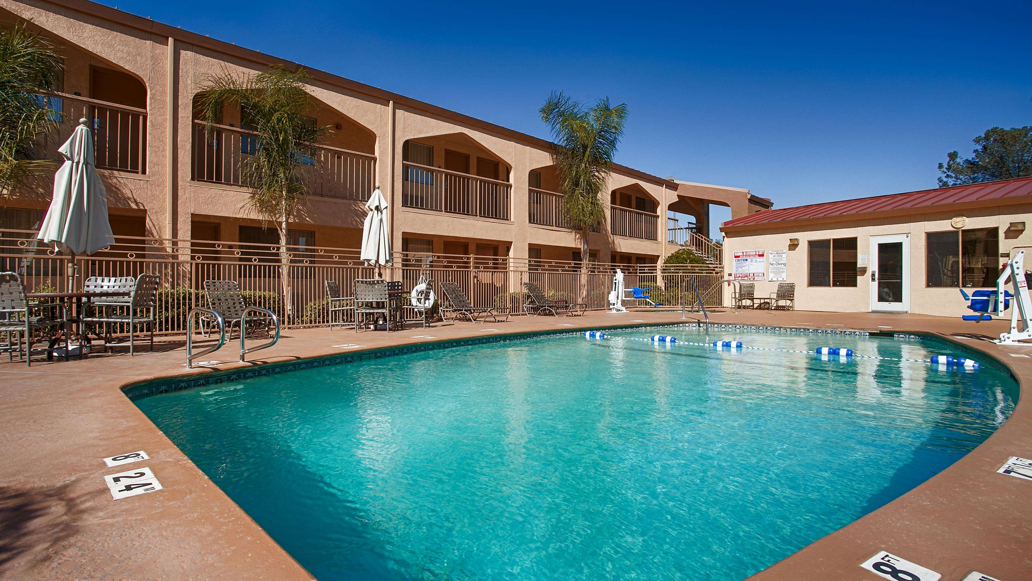 Best western yuba city inn yuba city ca business for Pool builders yuba city ca