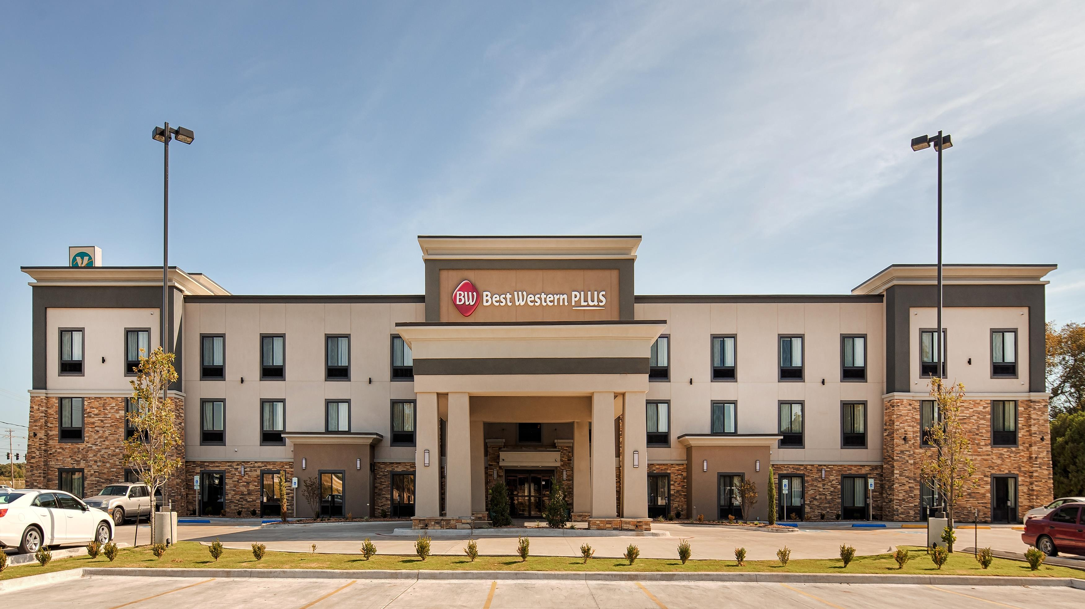 Best western plus ardmore inn suites coupons near me in for Hotels 8 near me