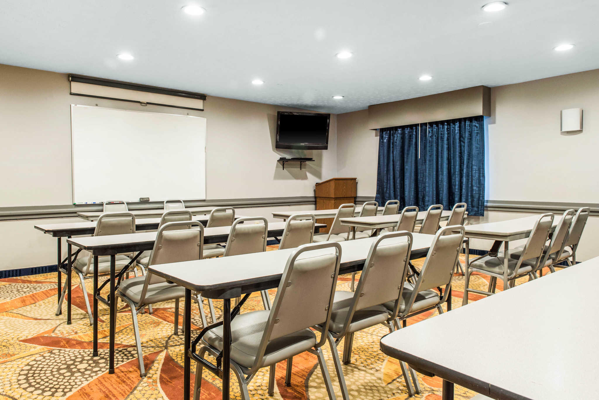 Quality Inn Austintown-Youngstown West image 22