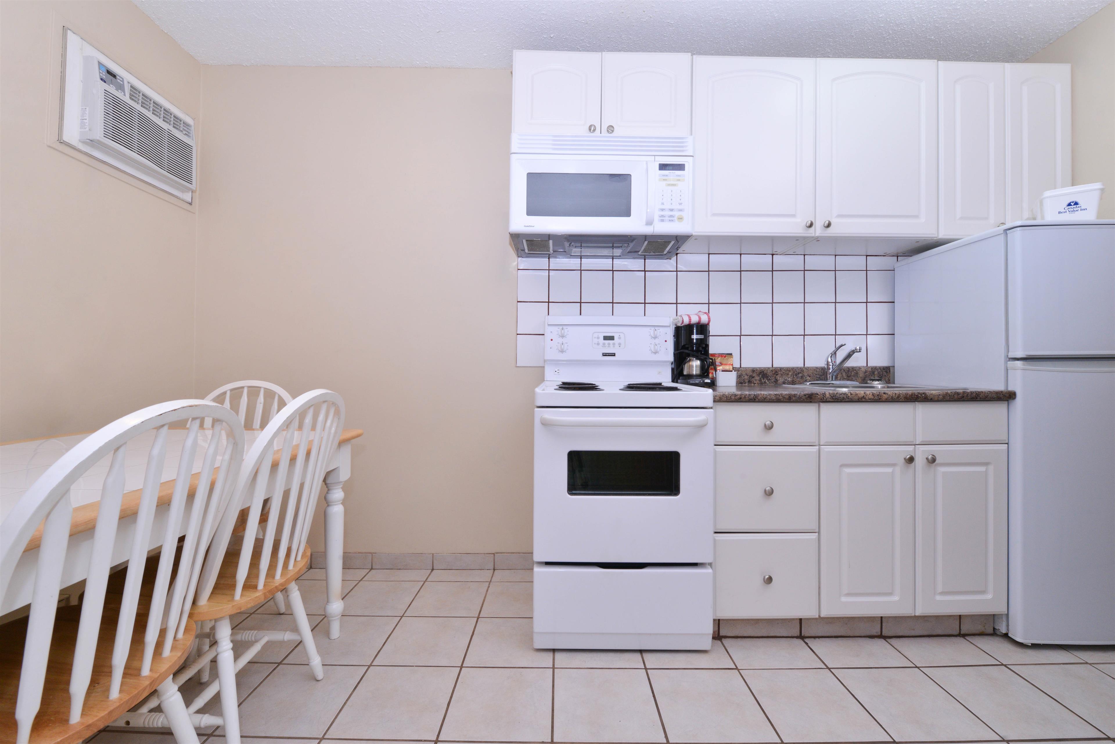 Canadas Best Value Inn & Suites in Vernon: One Queen Two Twin Beds Suite Amenities