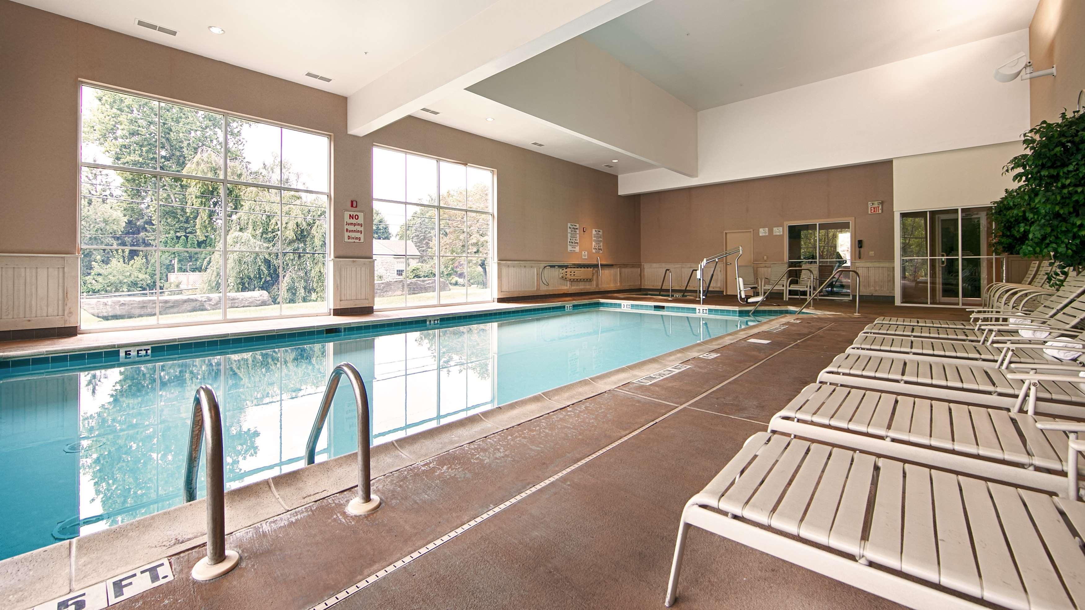 Best Western Plus Revere Inn & Suites image 3