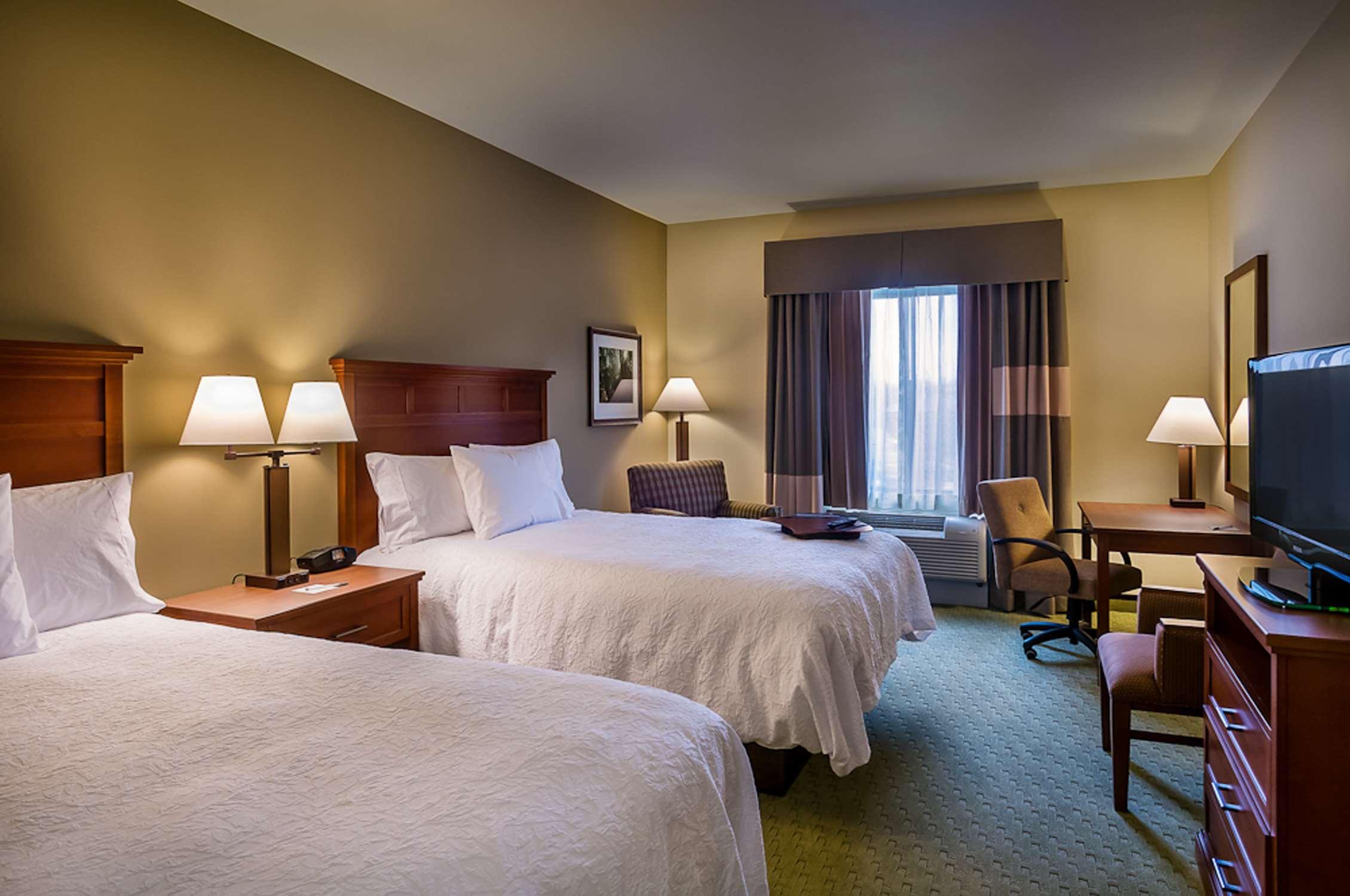 Hampton Inn & Suites Salem image 8