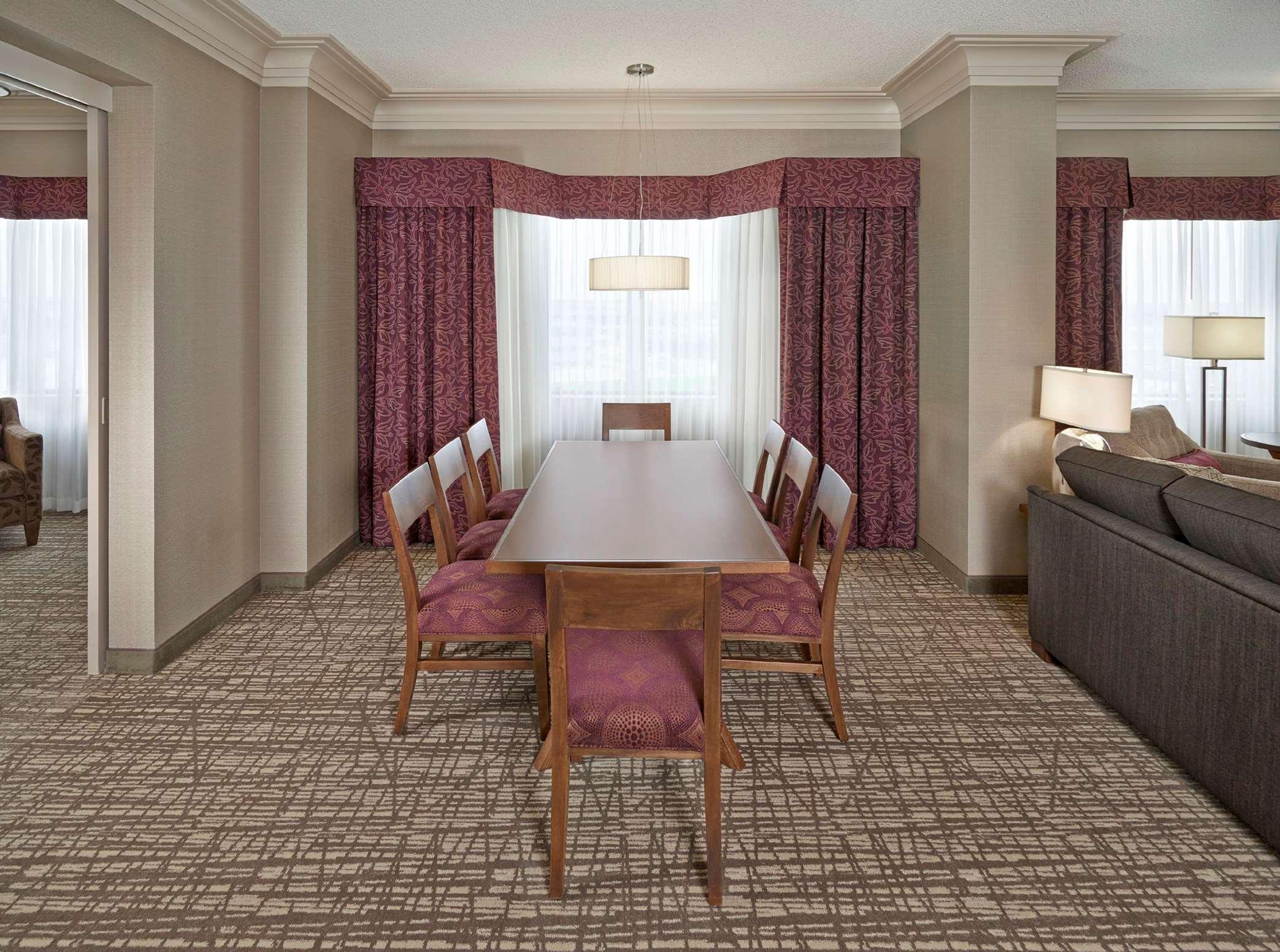 DoubleTree by Hilton Hotel West Edmonton in Edmonton: Hospitality Suite Dining Area