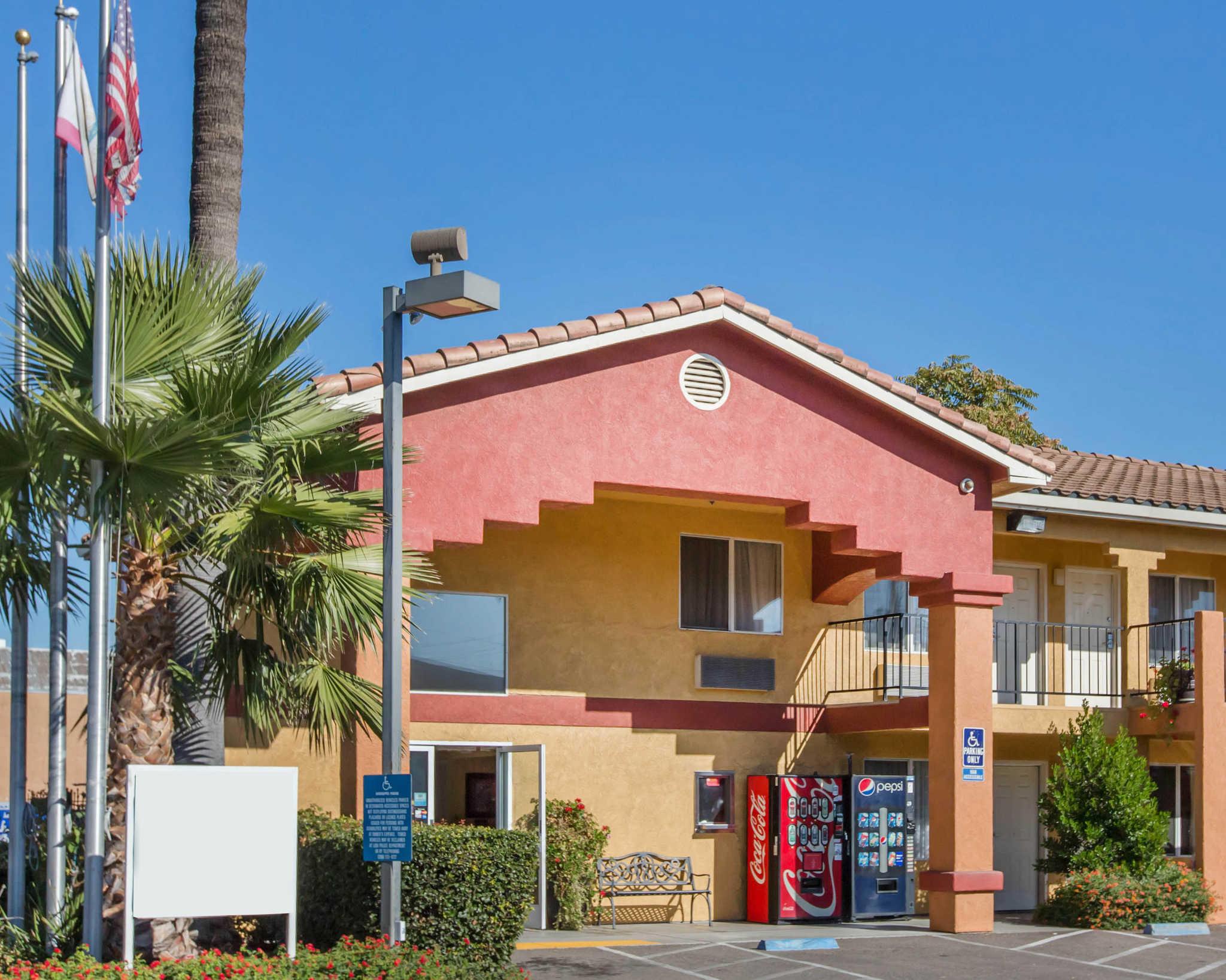 Econo Lodge Inn & Suites Lodi image 0