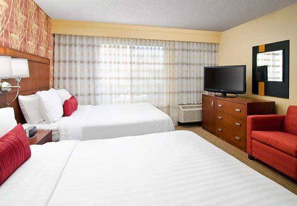 Courtyard Irvine John Wayne Airport/Orange County Queen/Queen Guest Room