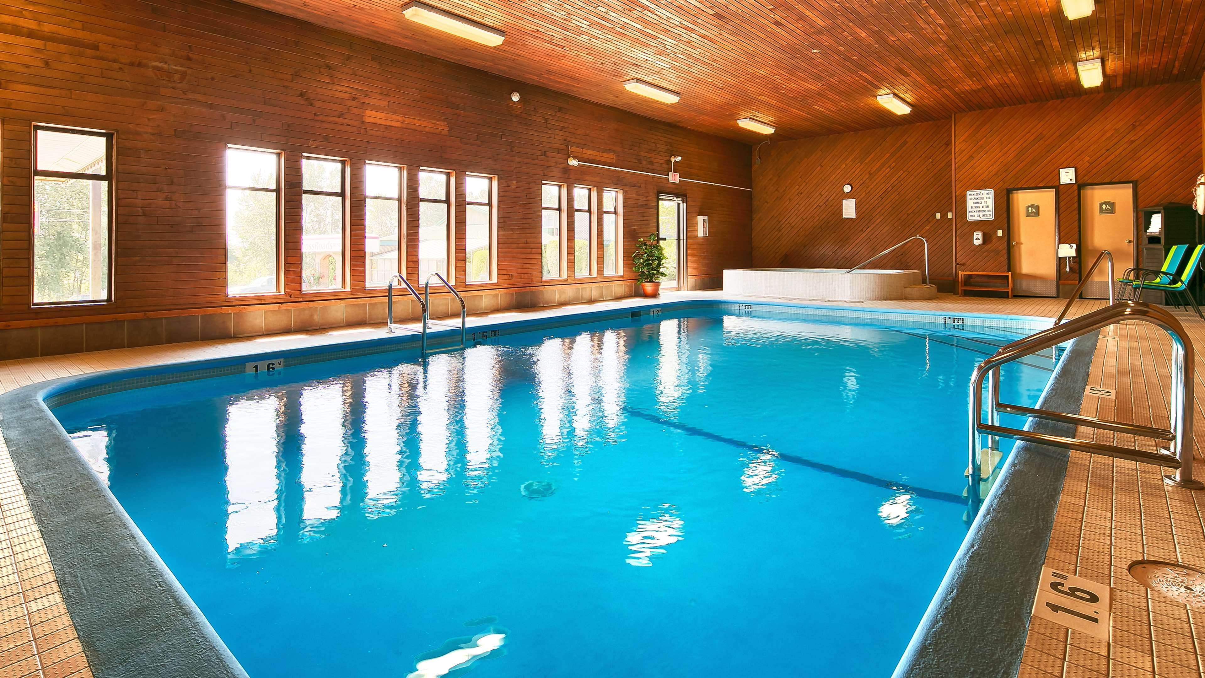 Best Western Bakerview Inn in Abbotsford: Indoor Swimming Pool And Hot Tub