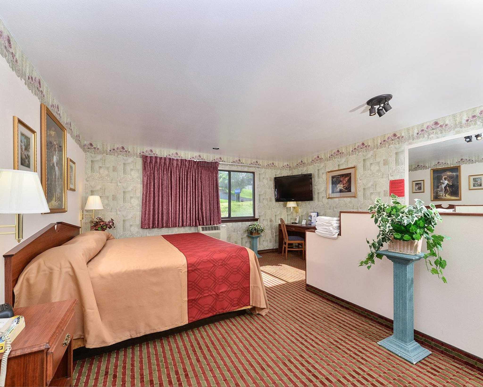 Rodeway Inn & Suites WI Madison-Northeast image 20