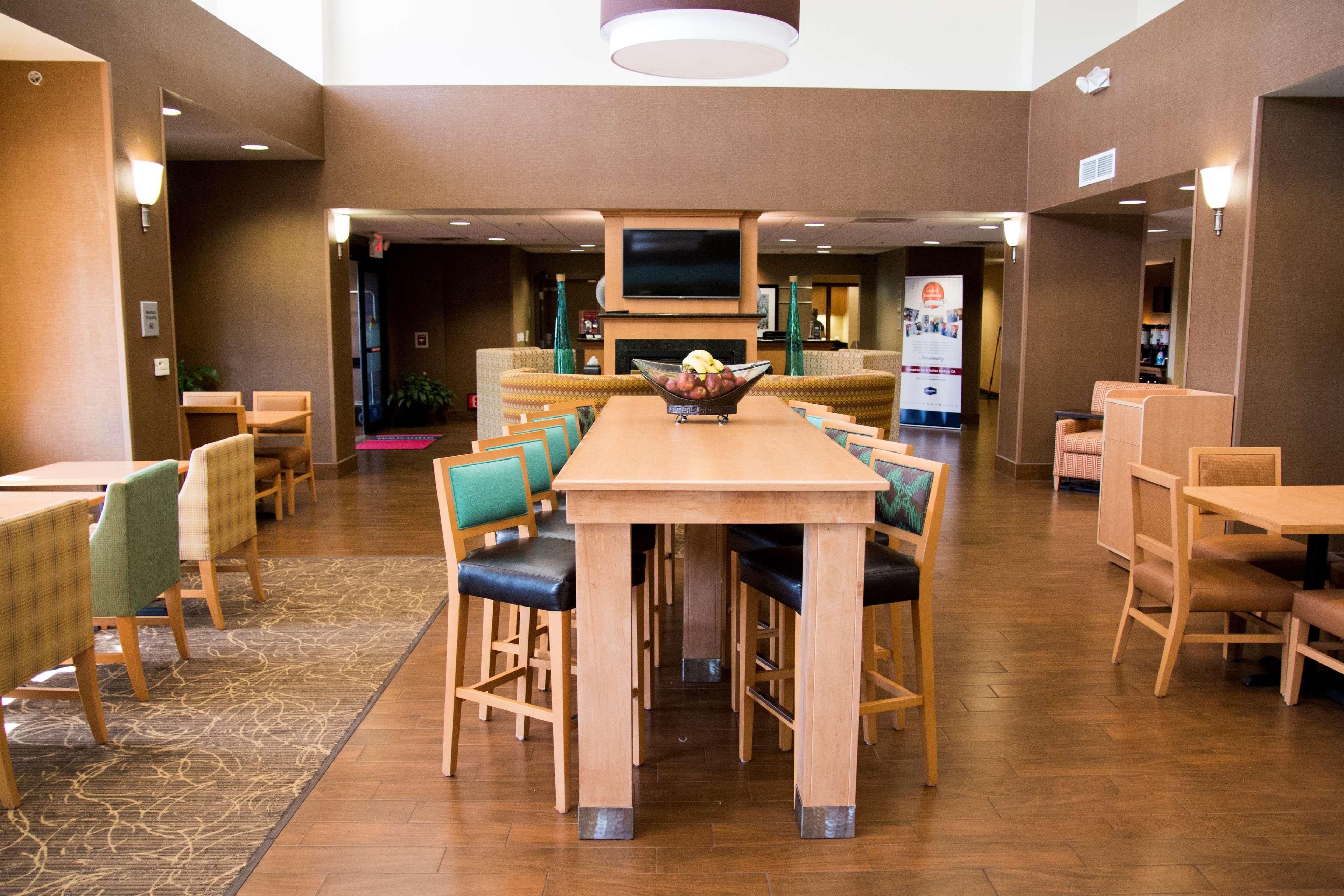 Hampton Inn & Suites Madera image 9