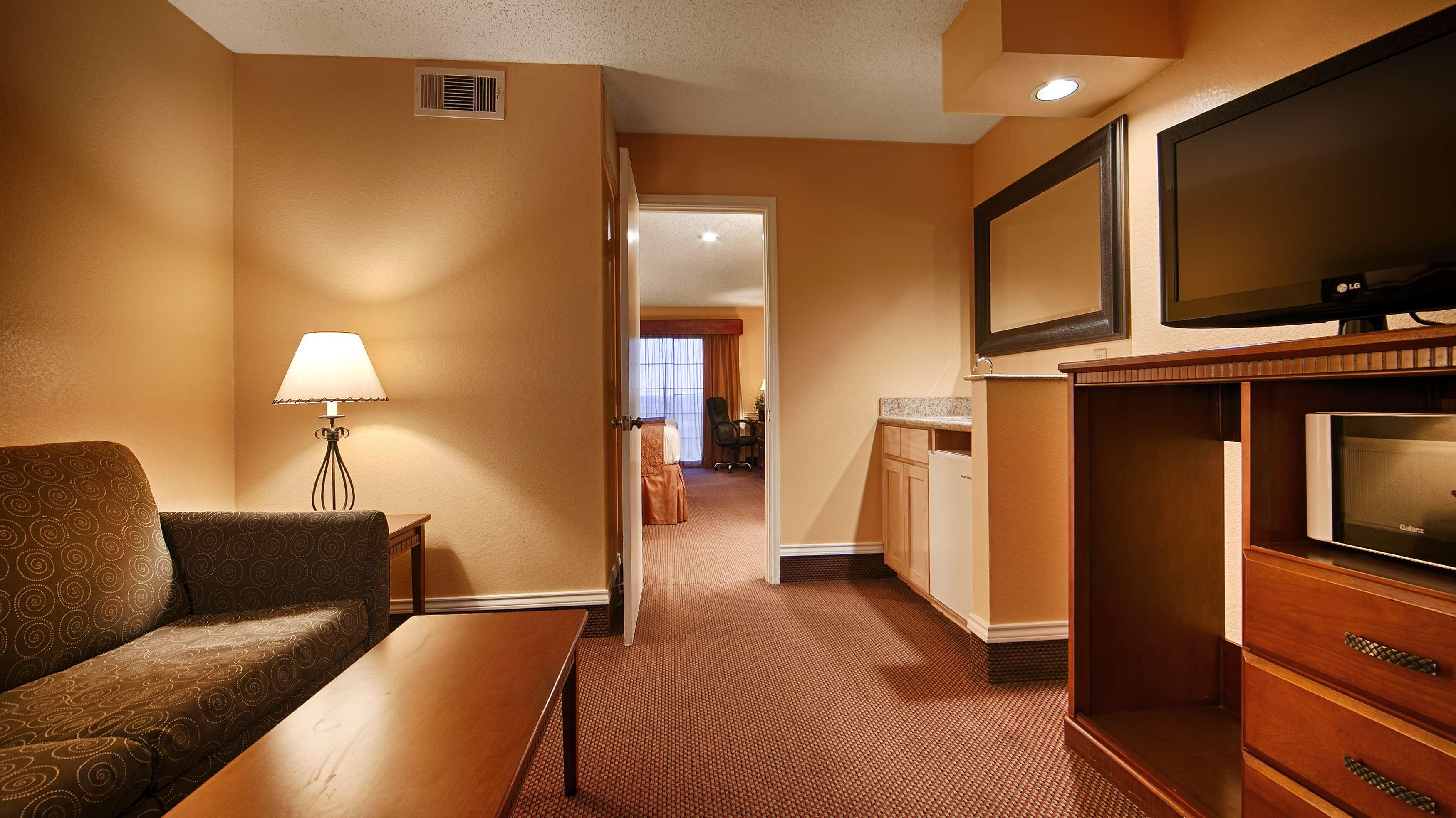 Best Western Trail Dust Inn & Suites image 23