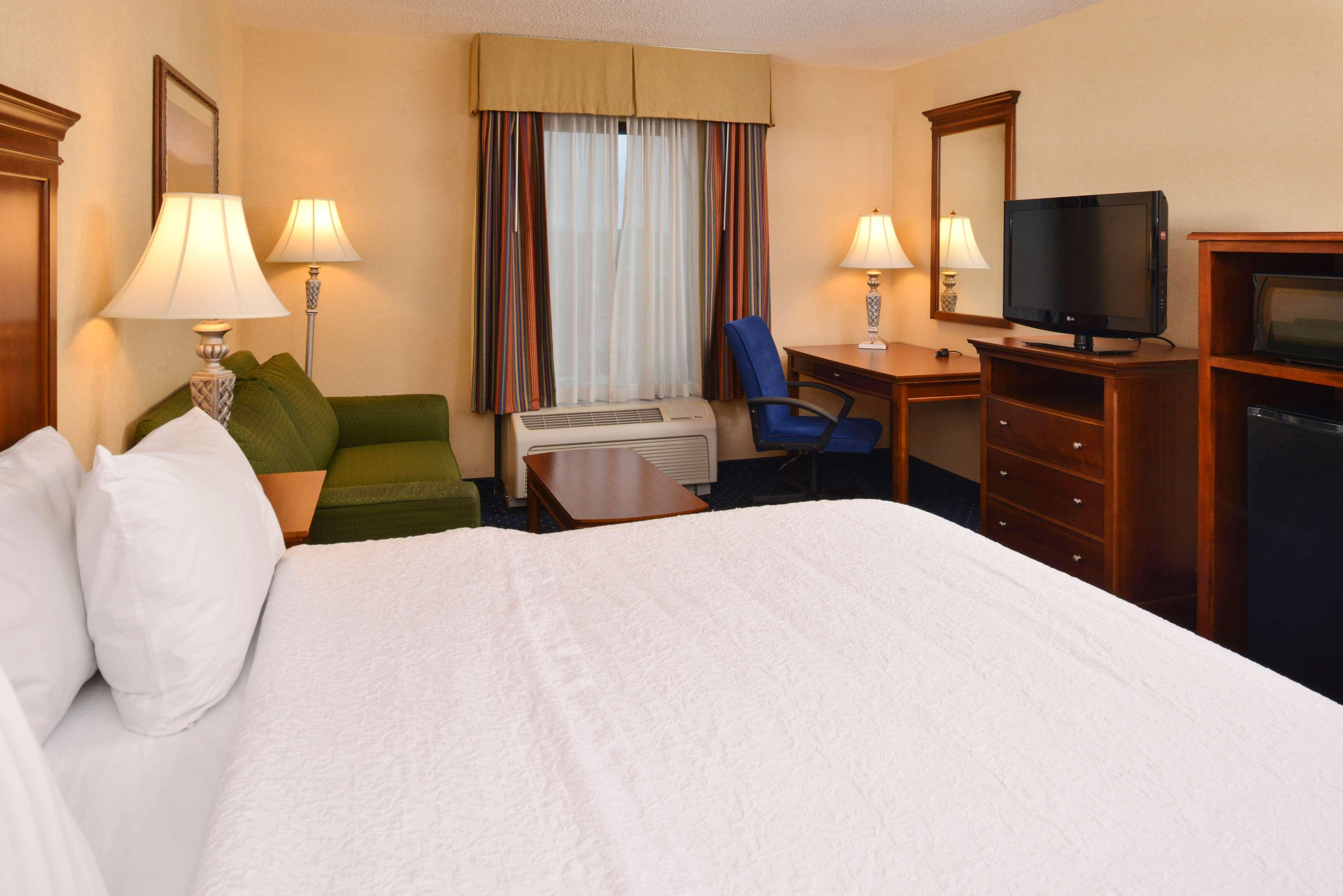 Hampton Inn & Suites Fredericksburg South image 24