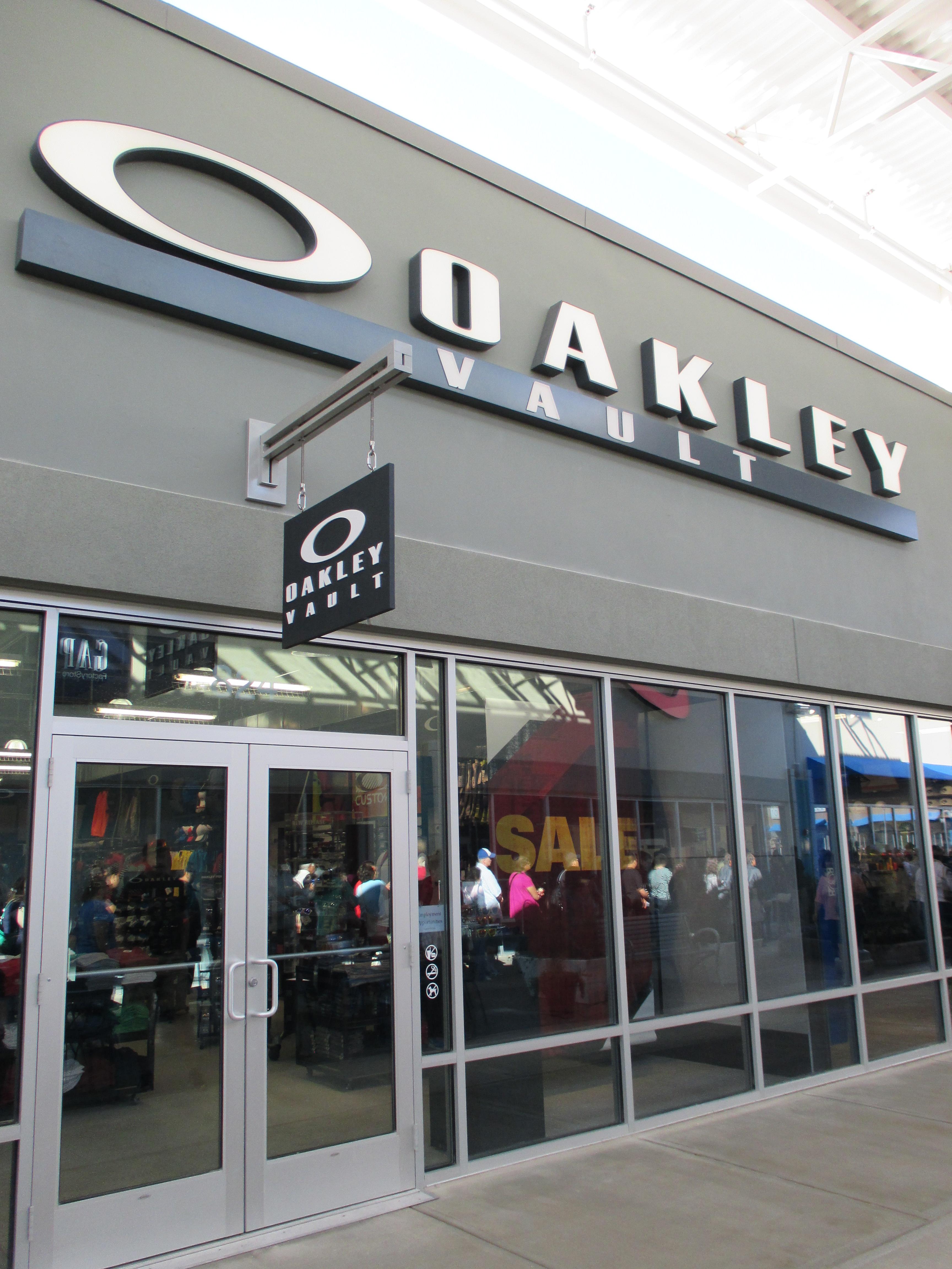 oakley outlet trafalgar