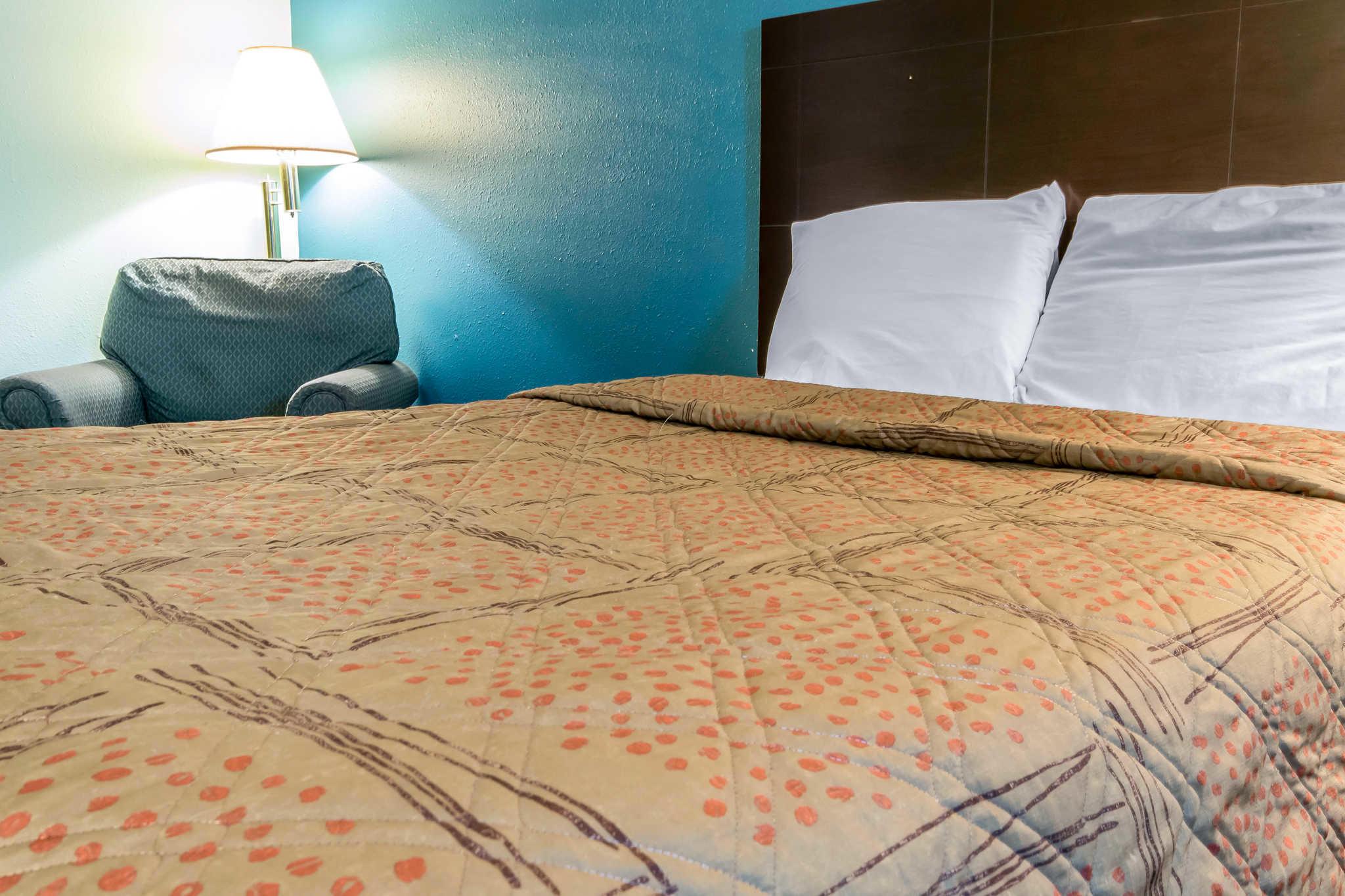 Econo Lodge Inn & Suites I-65 image 14