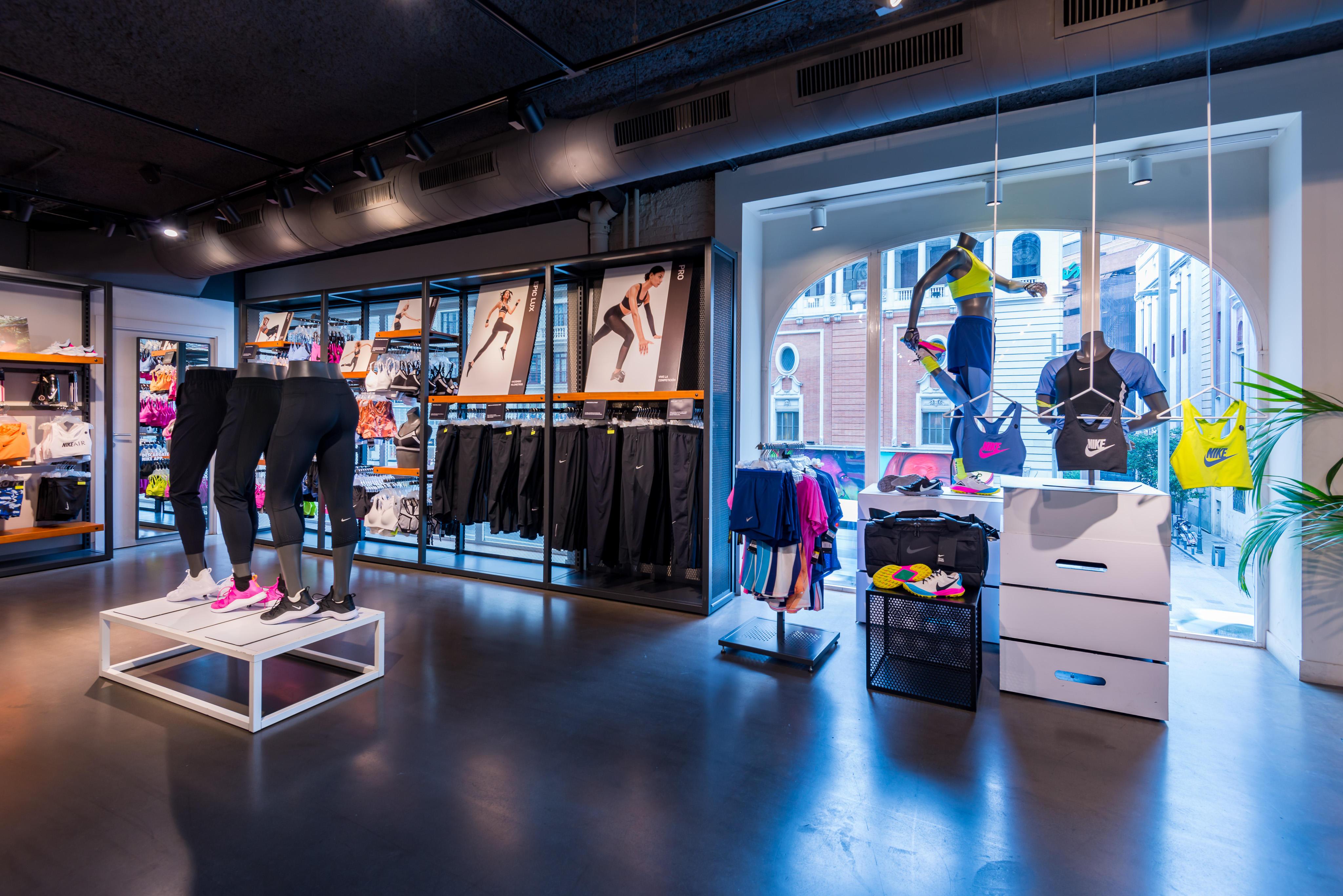 Vía Nike Store Gran Amarillas Via 38Deportes Madrid Páginas 7IYygvbf6