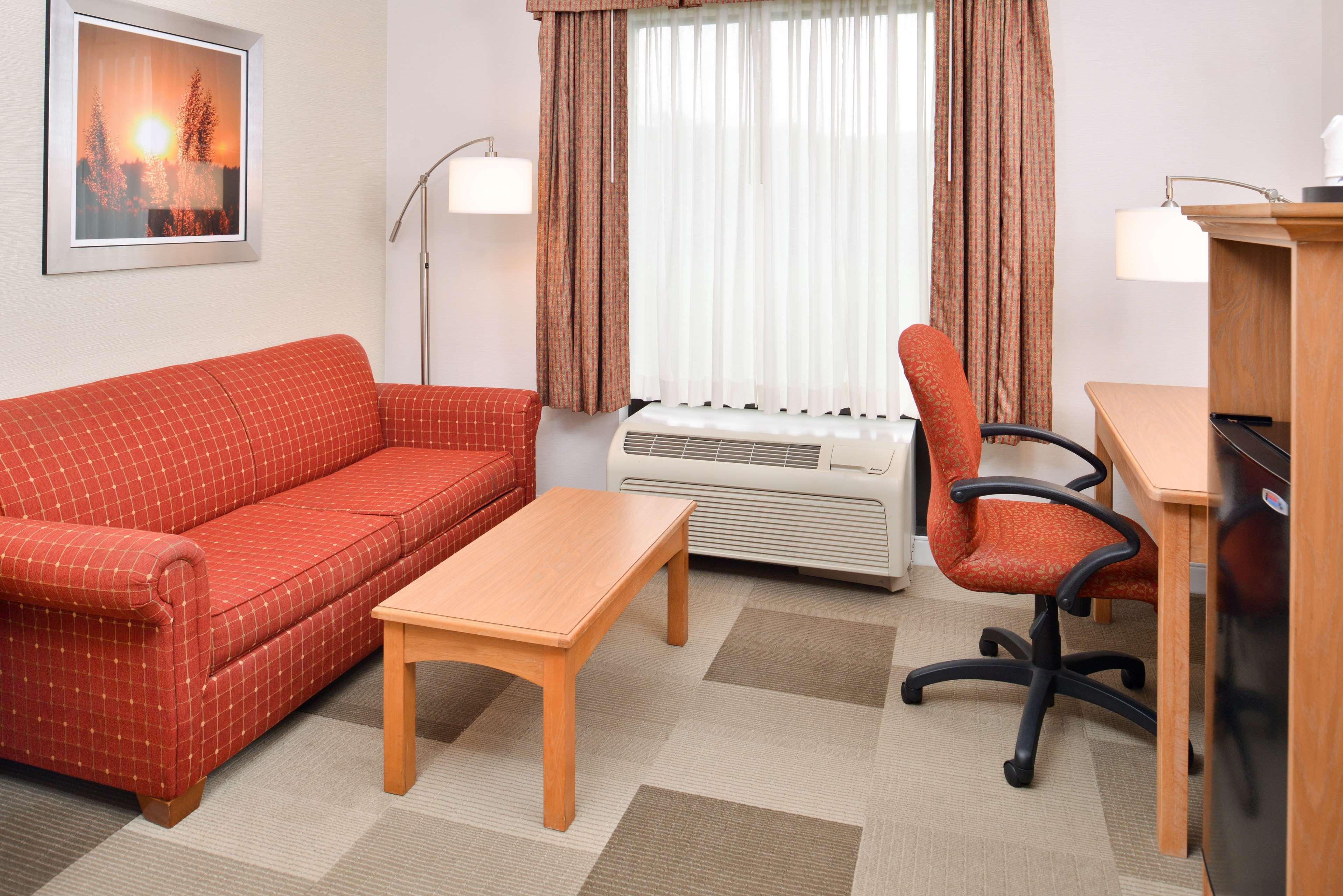 Hampton Inn Cortland image 20