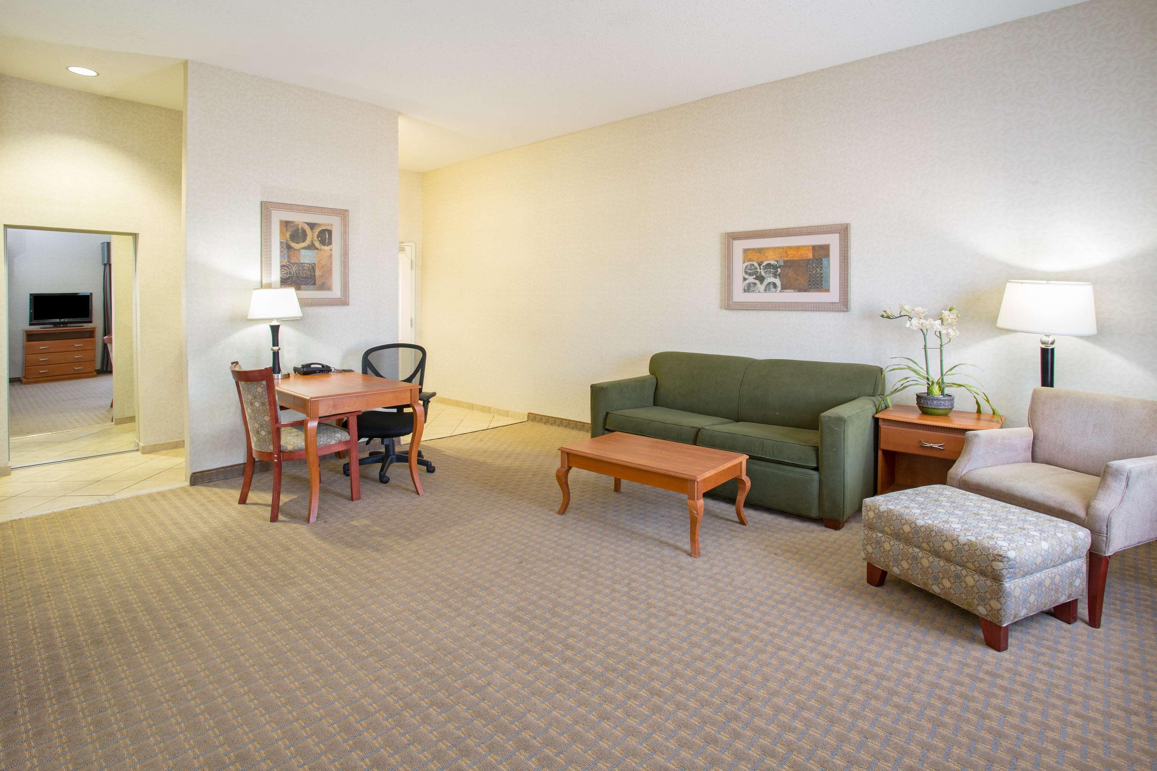 Hampton Inn Santa Rosa image 17
