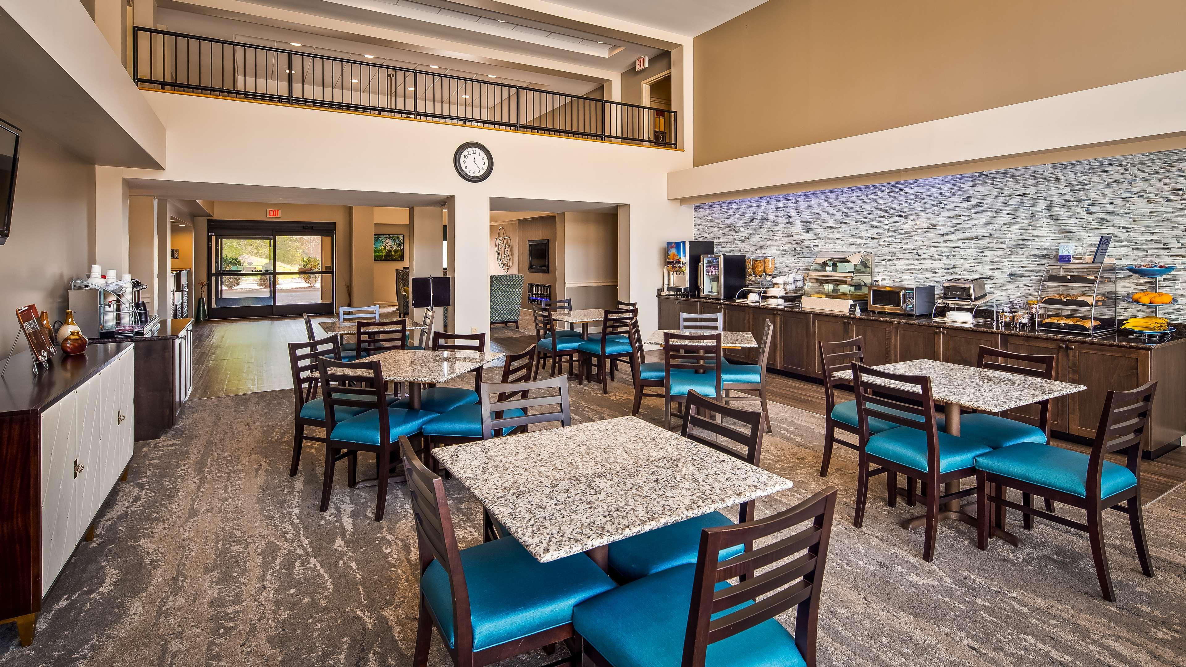 Best Western Plus Yadkin Valley Inn & Suites image 4