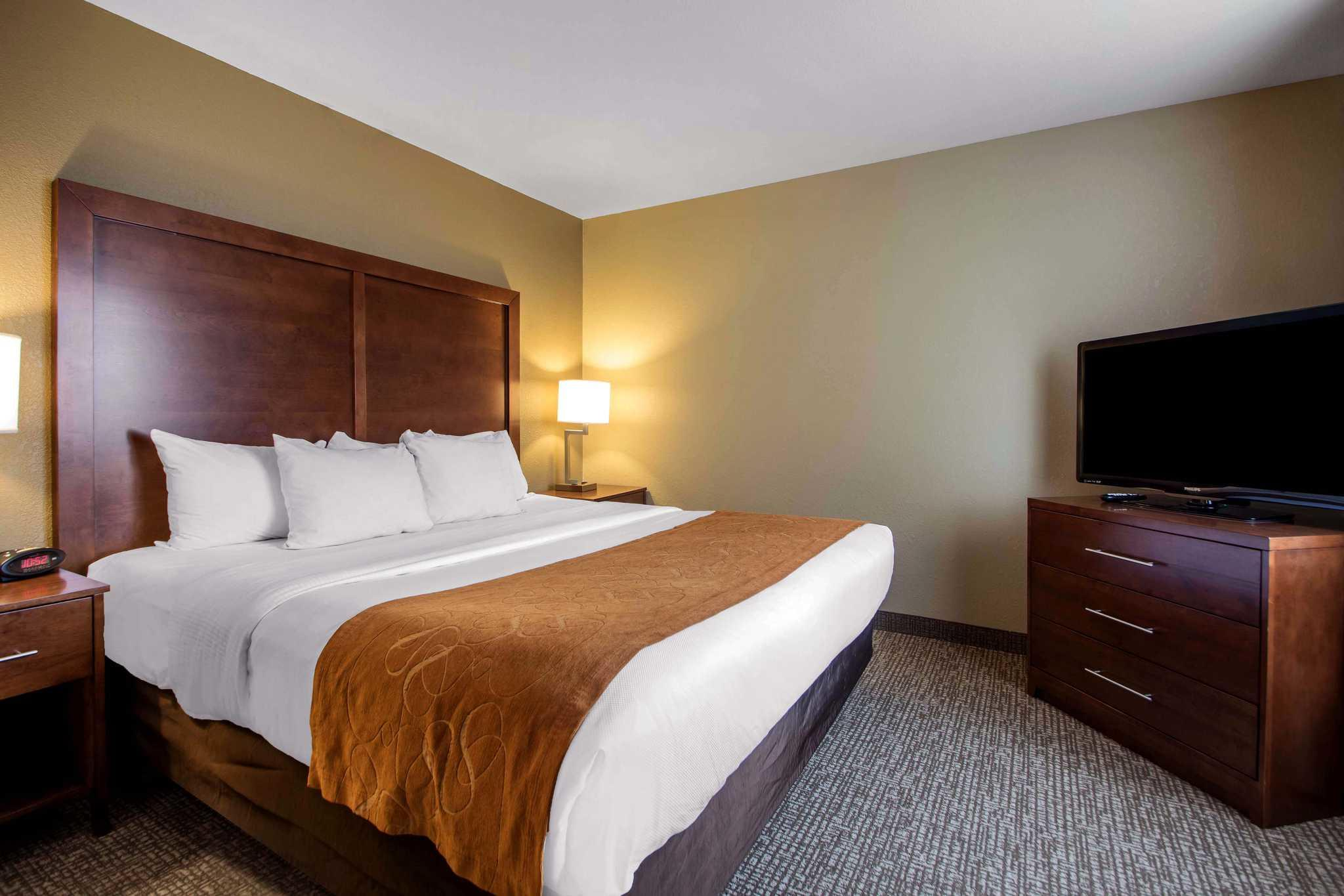Comfort Suites Johnson Creek Conference Center image 13