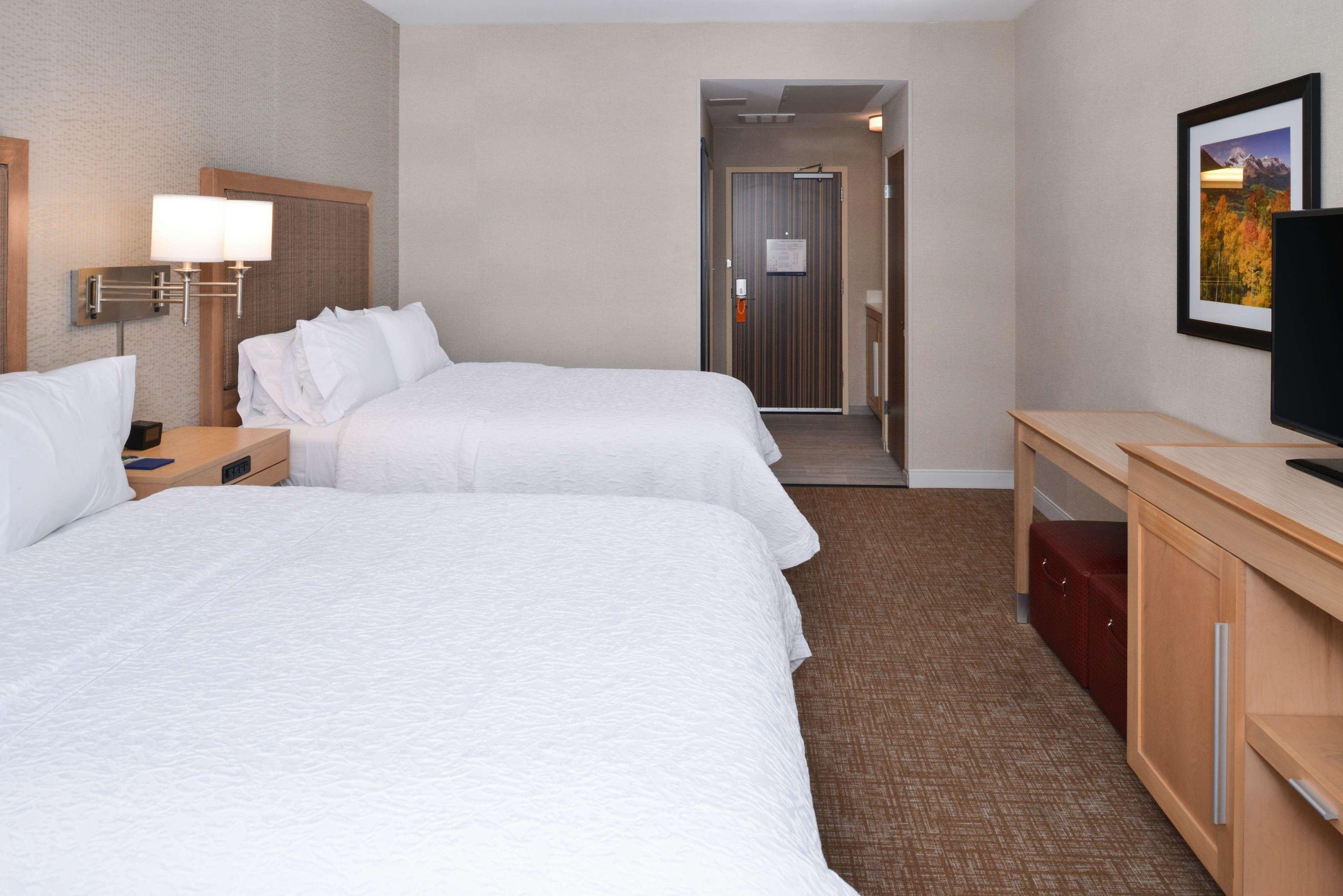 Hampton Inn & Suites Denver-Speer Boulevard image 40