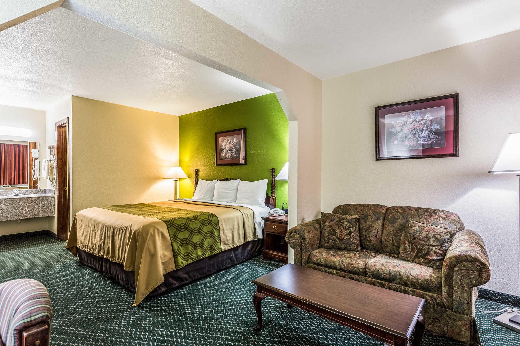 Econo Lodge & Suites image 12