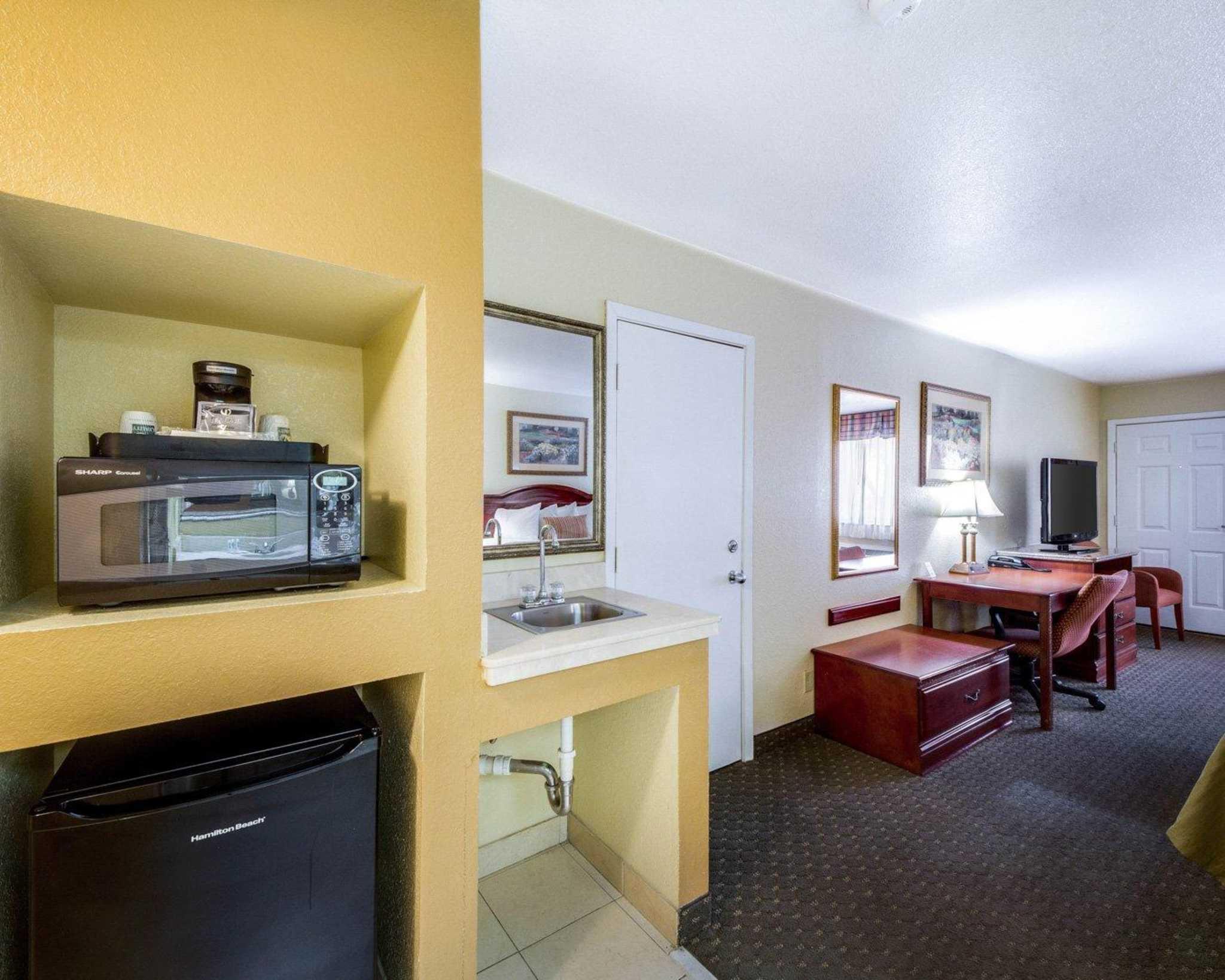 Quality Inn & Suites Eagle Pass image 21