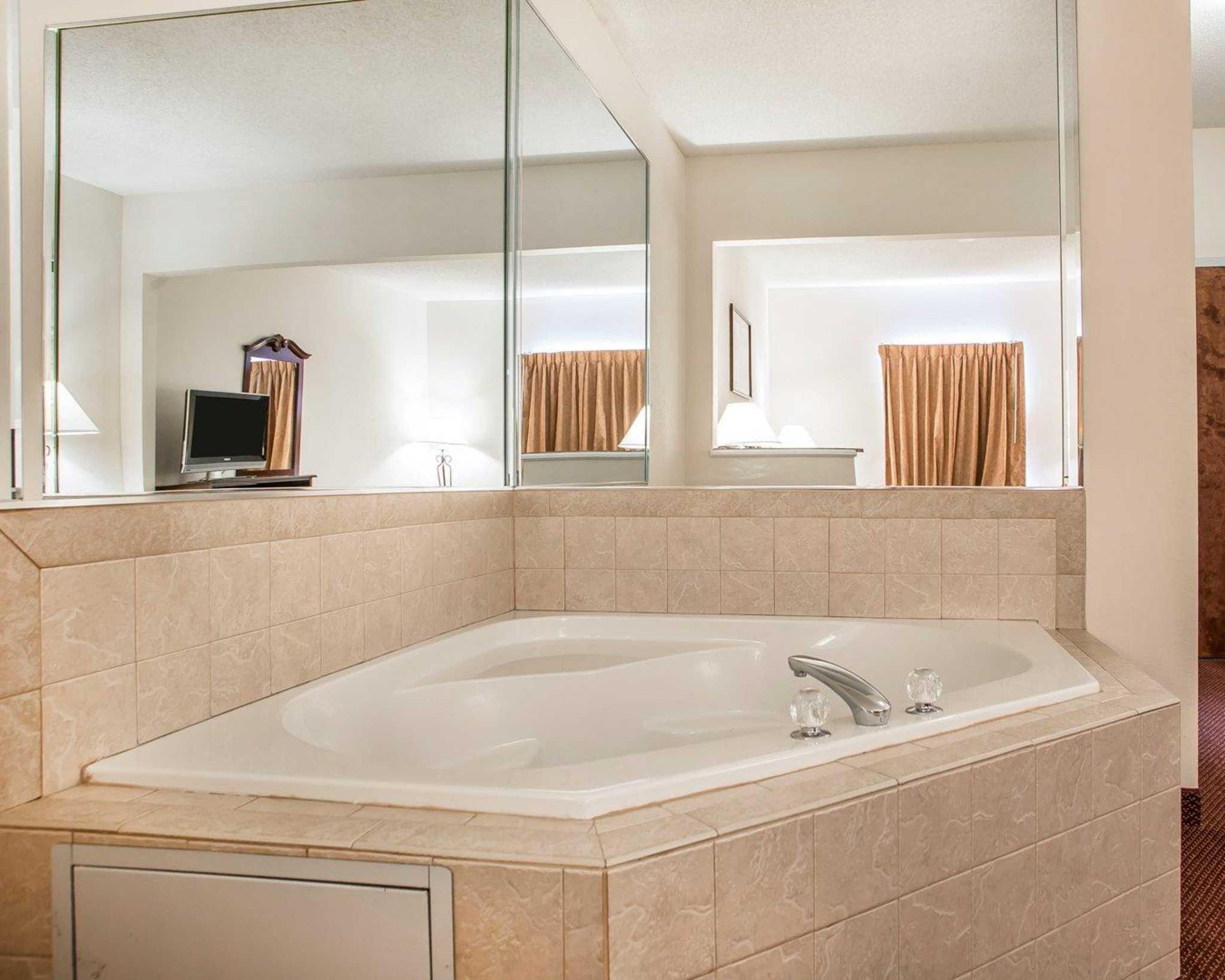 Comfort Suites Jefferson City image 16