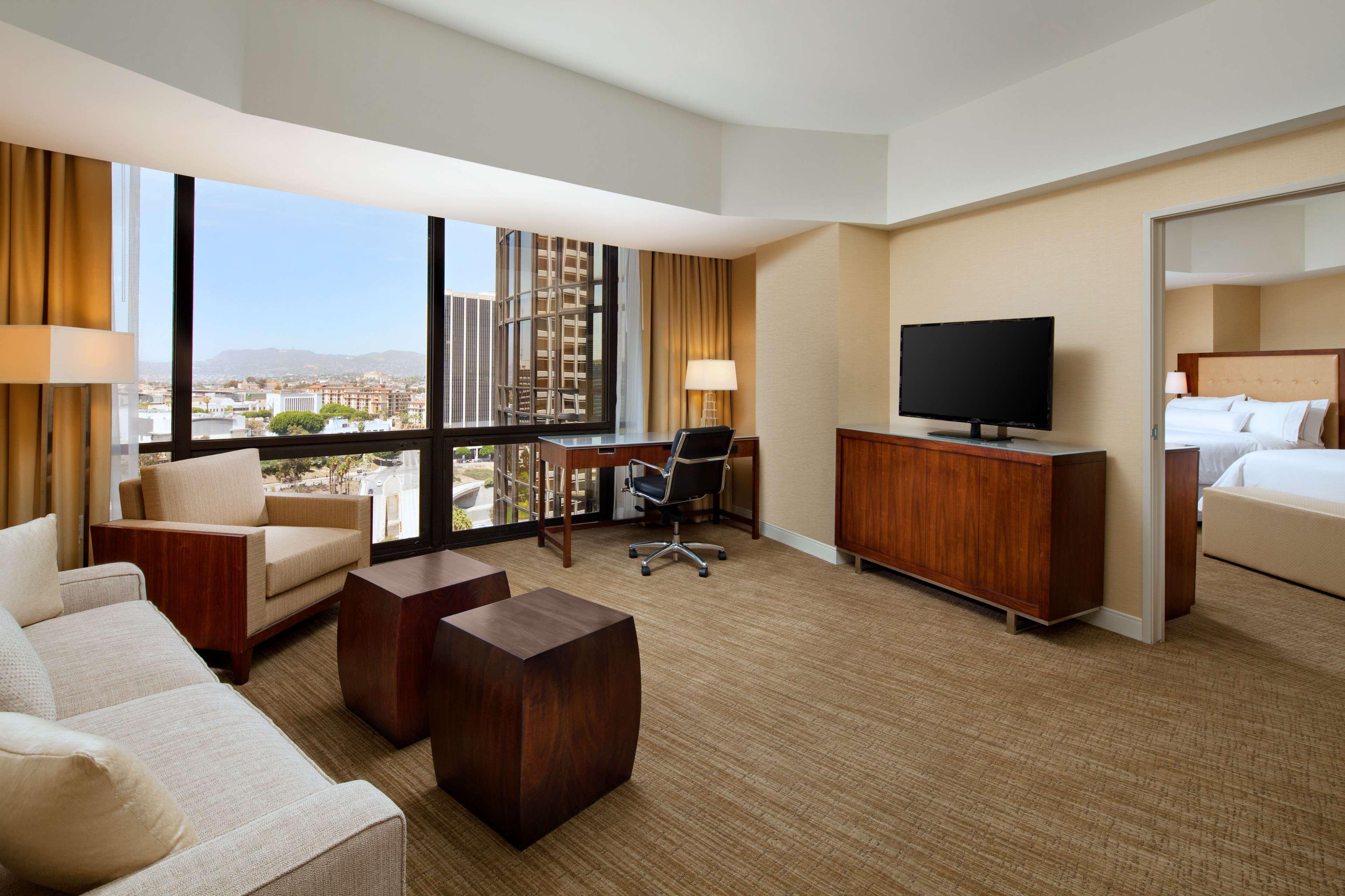 The Westin Bonaventure Hotel & Suites, Los Angeles image 12