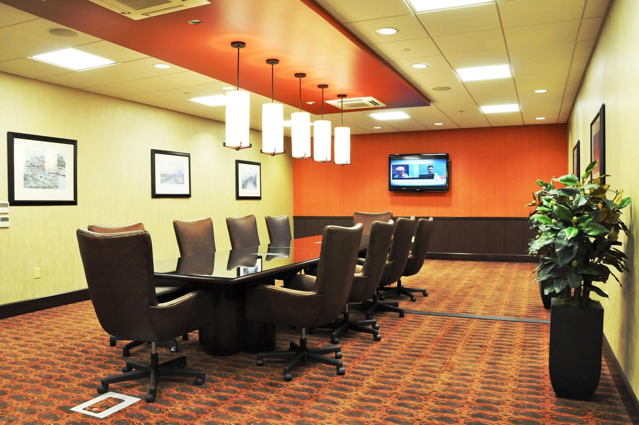 Hampton Inn & Suites Cincinnati/Uptown-University Area image 20