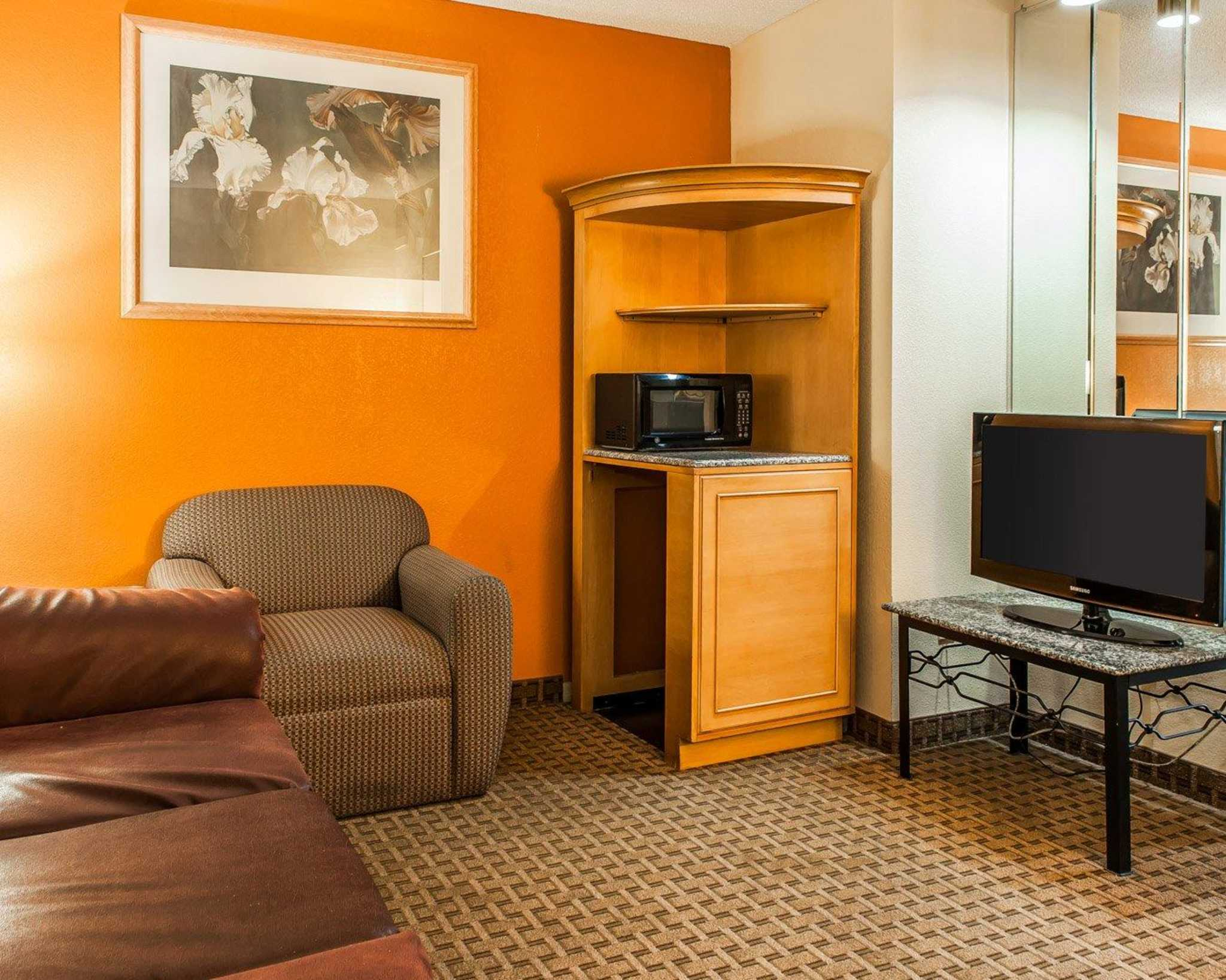 Quality Inn & Suites Shelbyville I-74 image 24