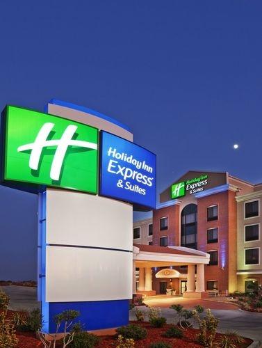 Holiday Inn Express & Suites Sikeston image 0