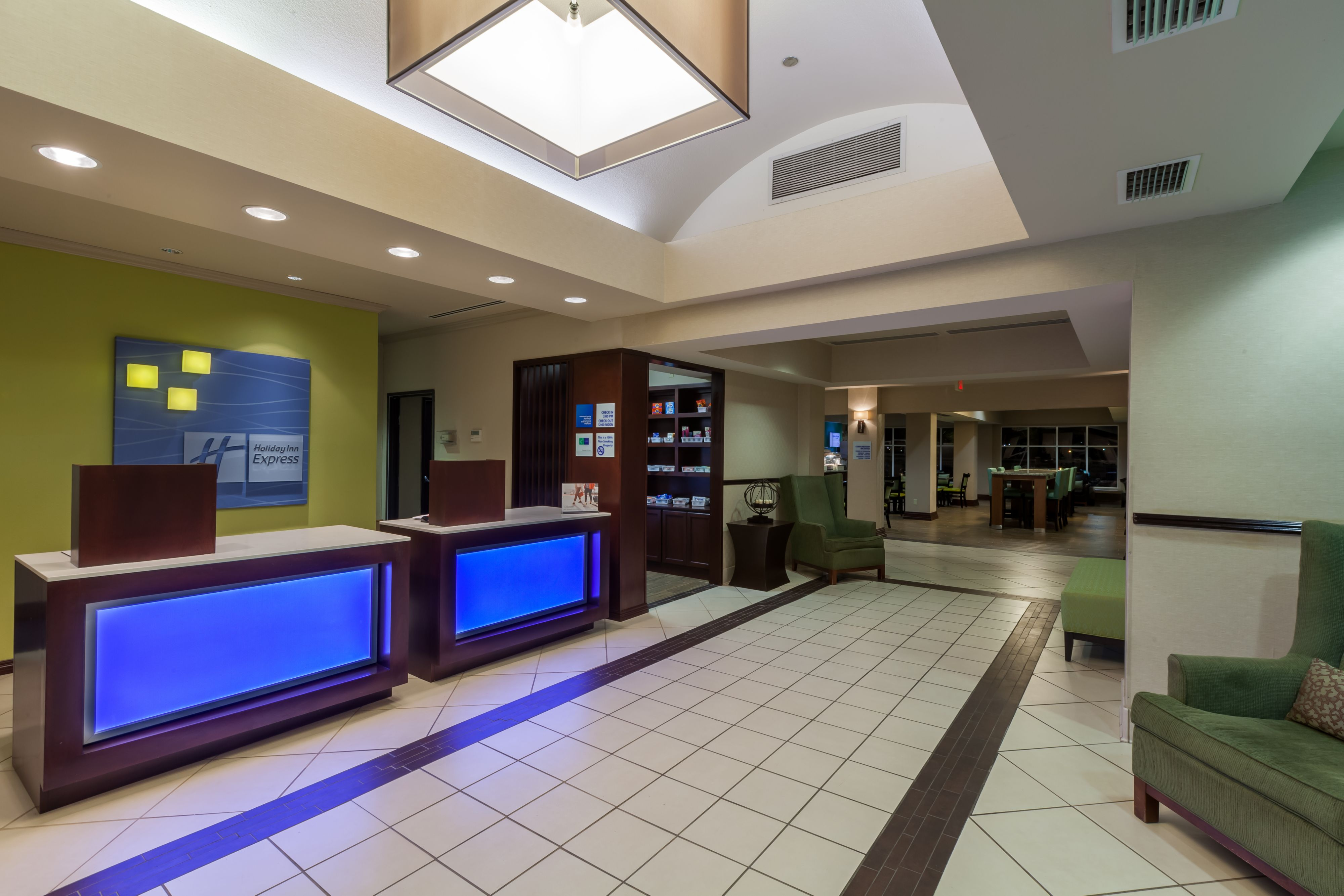 Holiday Inn Express & Suites Eagle Pass image 4