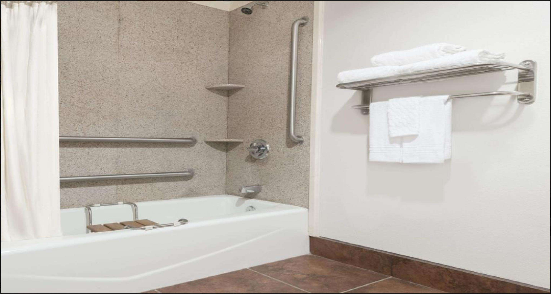 SureStay Plus Hotel by Best Western Lubbock Medical Center image 13