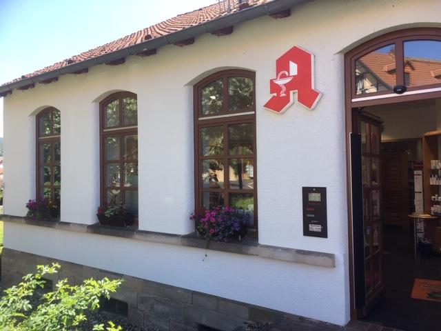Listenbild Aussenansicht der Apotheke Alte Schule