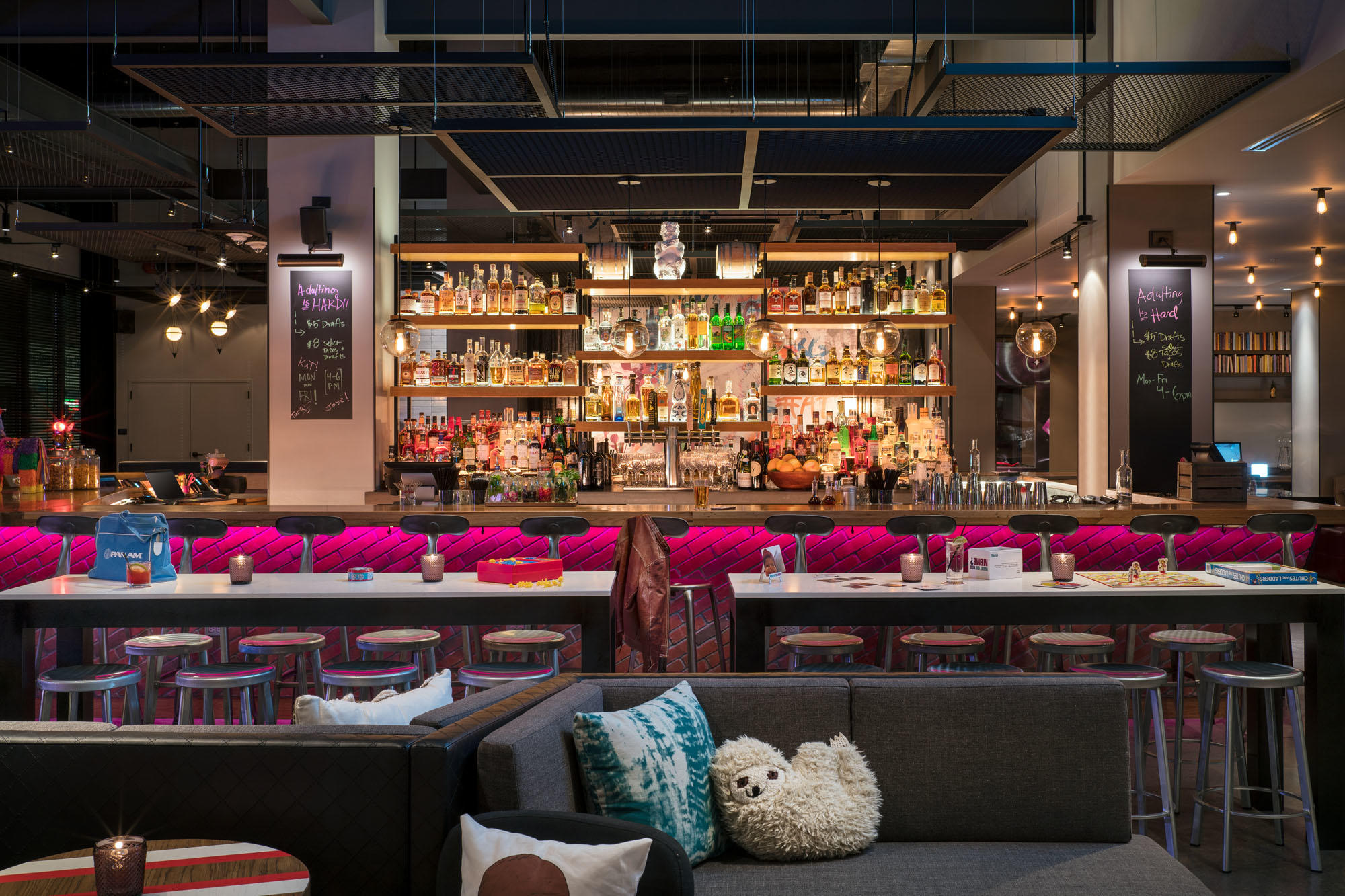 MOXY Chicago Downtown image 4