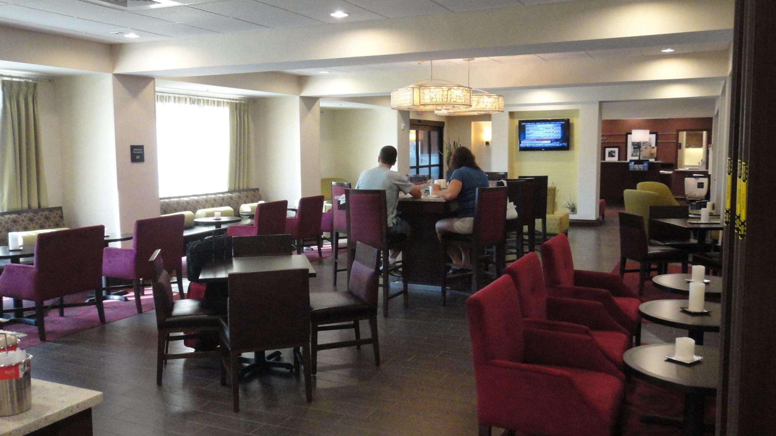 Hampton Inn Ozark image 7