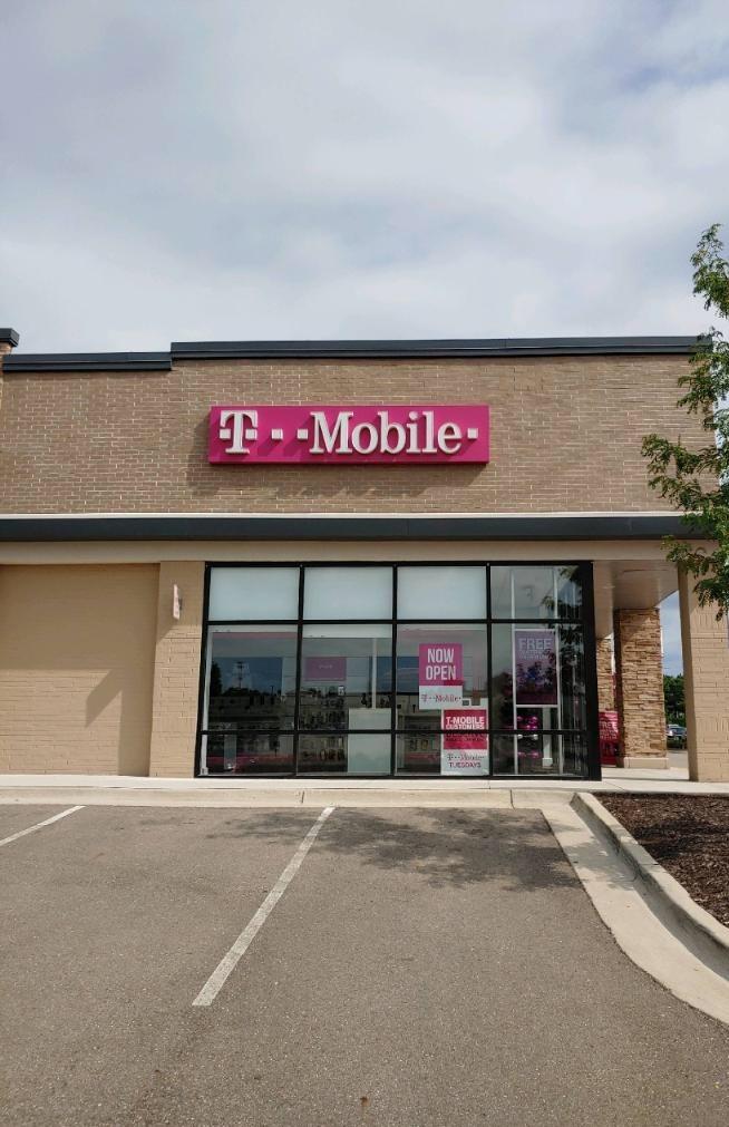 T Mobile Store At 205 N Maple Rd 24 Ann Arbor Mi T Mobile