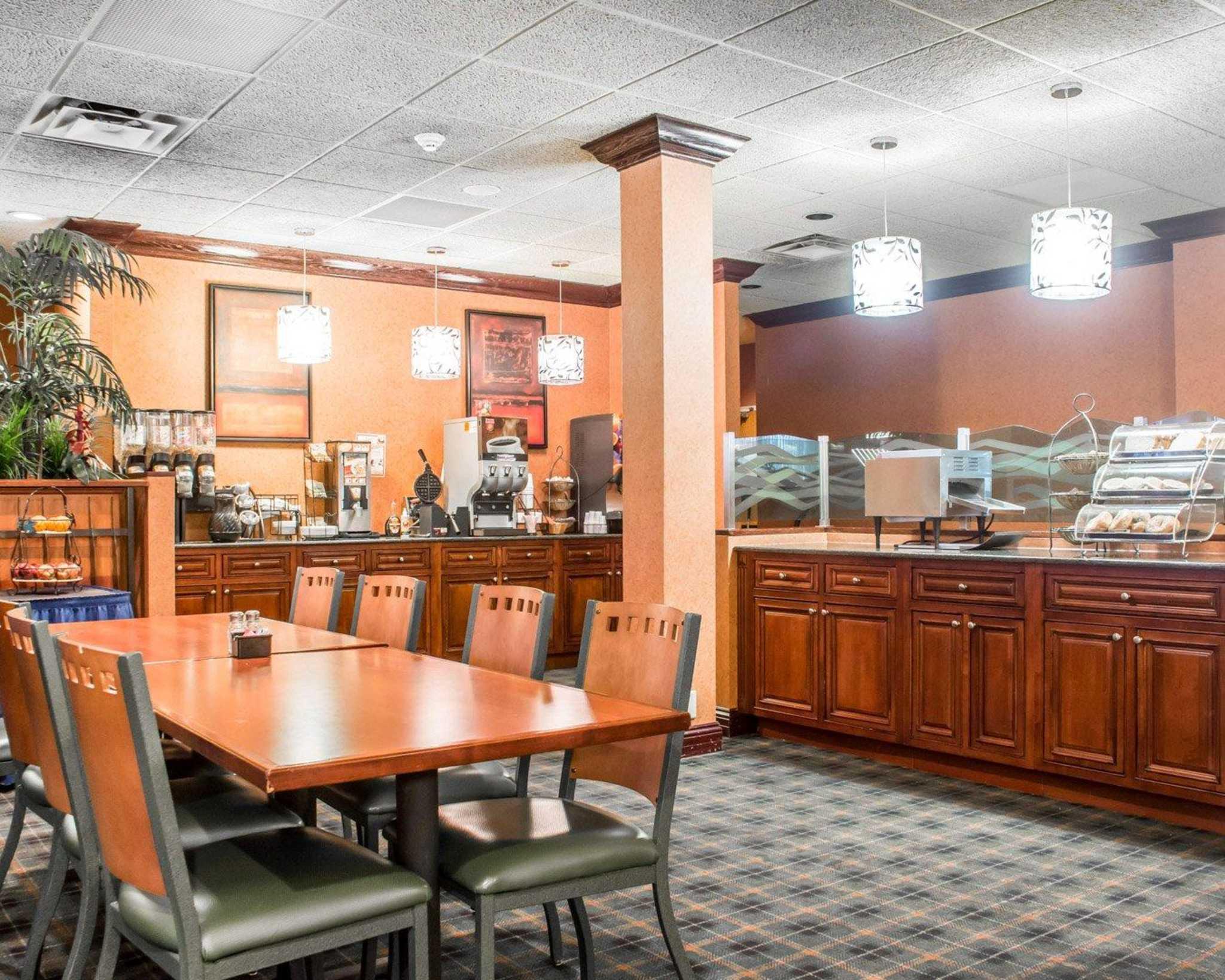 Quality Inn & Suites Fairgrounds image 12