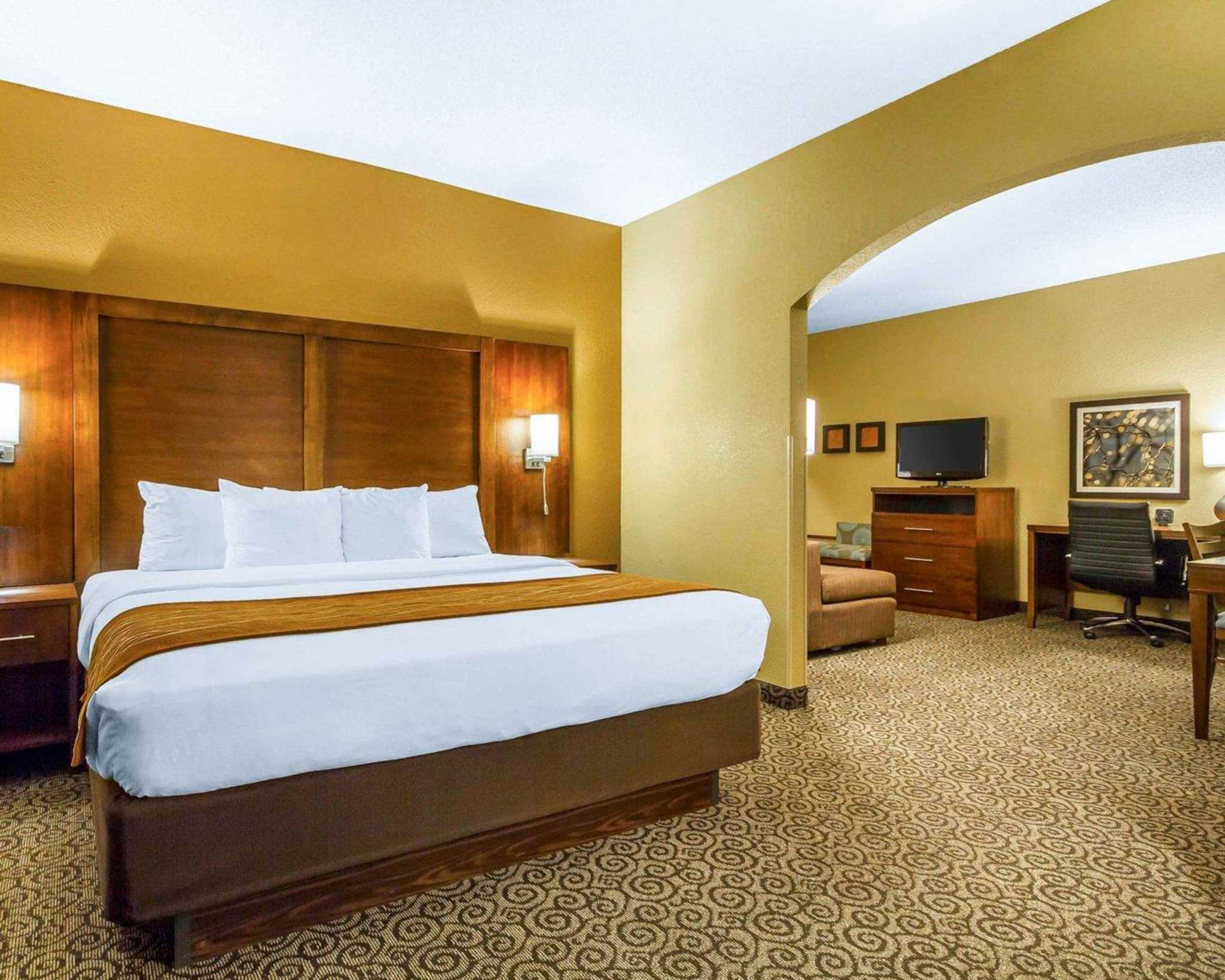 Comfort Suites image 1