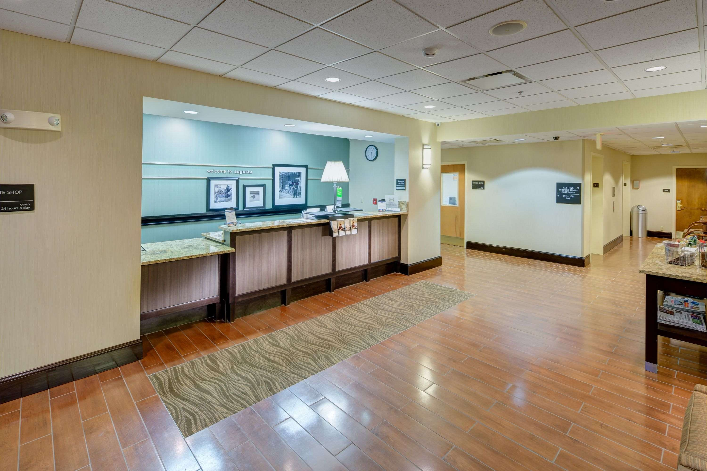 Hampton Inn & Suites Augusta West image 4