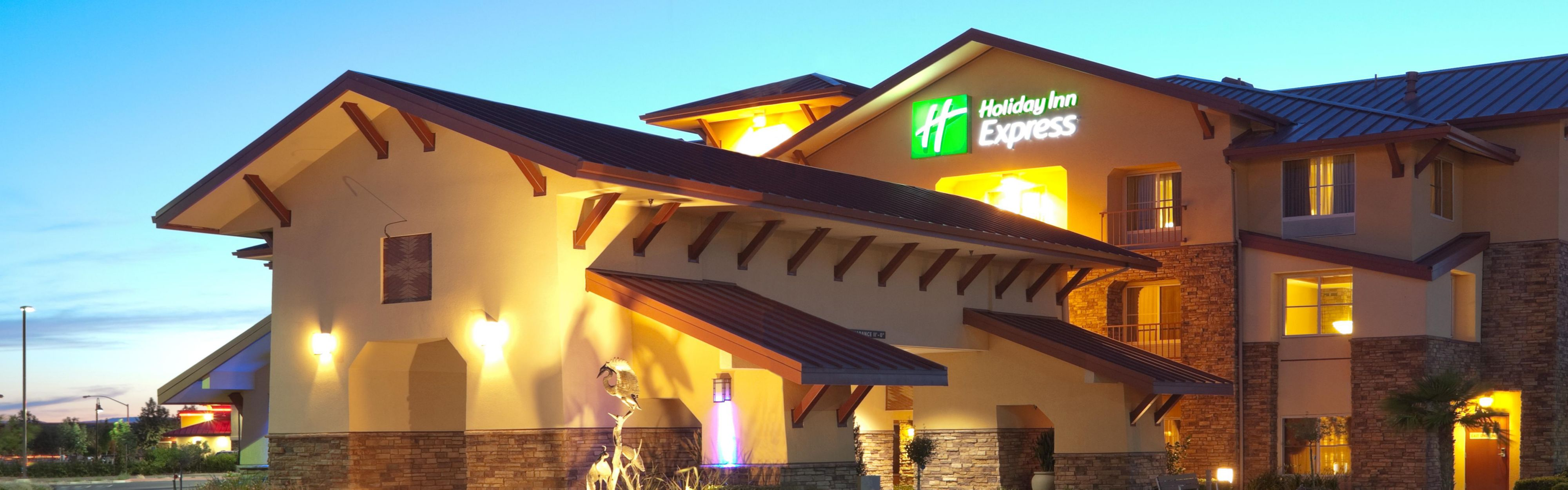 Holiday Inn Express & Suites Turlock-Hwy 99 image 0